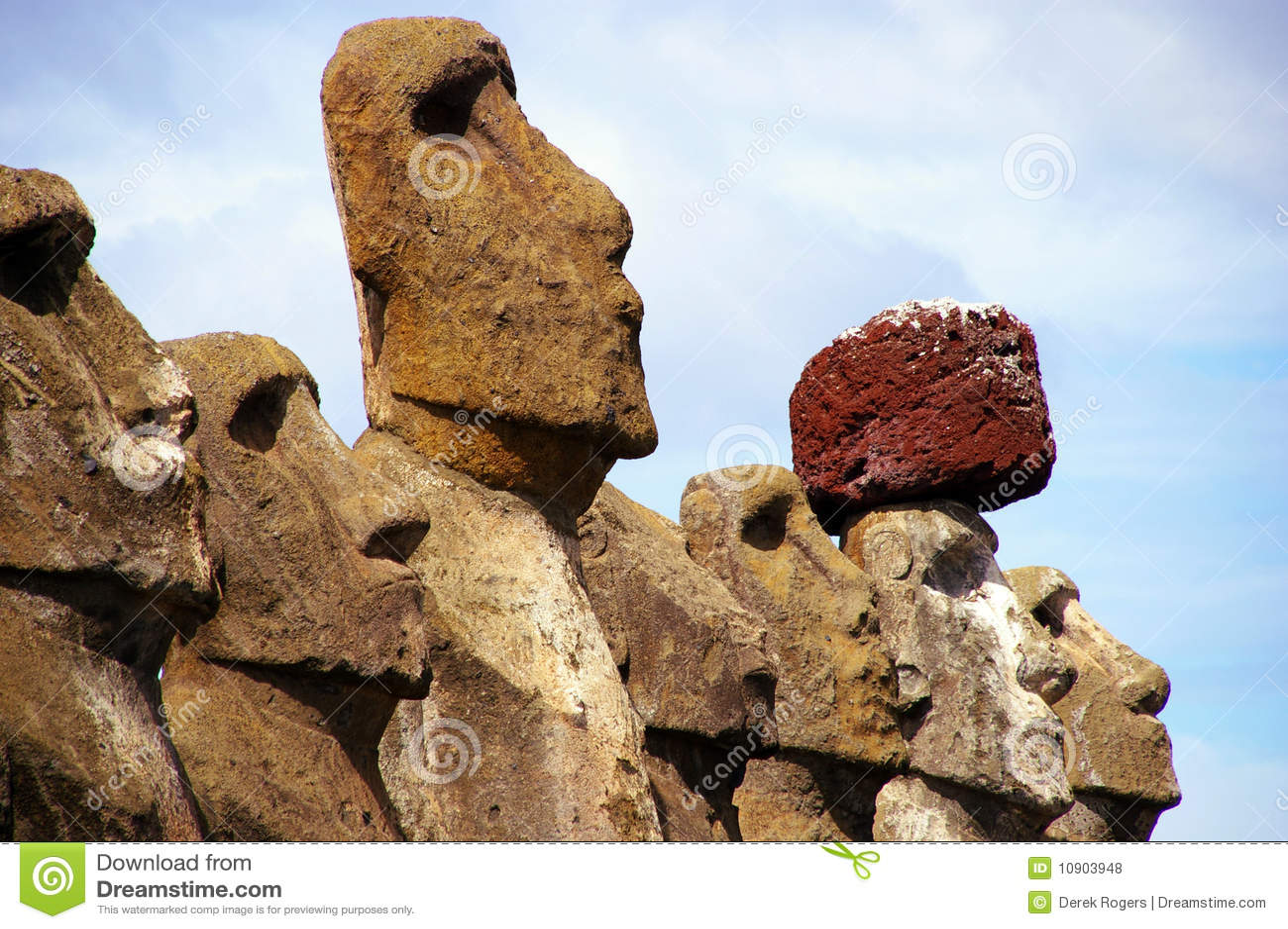 De Standbeelden Tongariki van het Eiland van Pasen