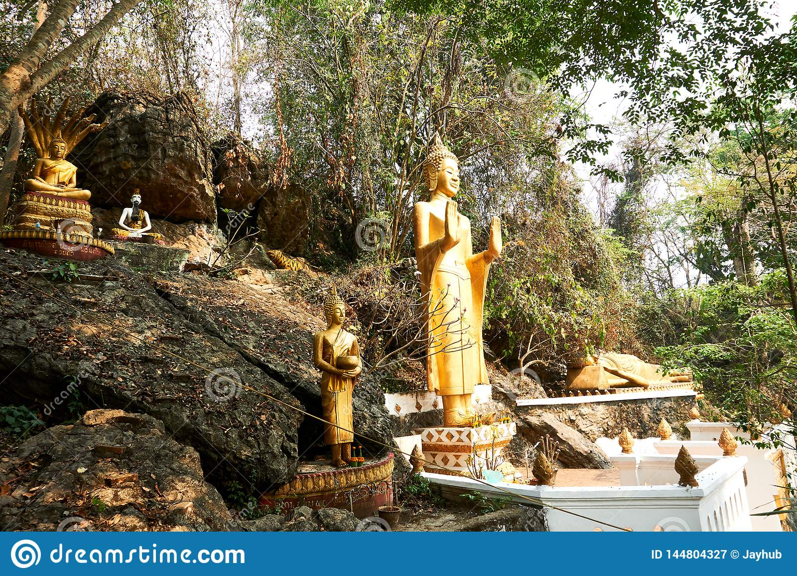 De standbeelden van Boedha in Si van Onderstelphou, Luang Prabang, Laos