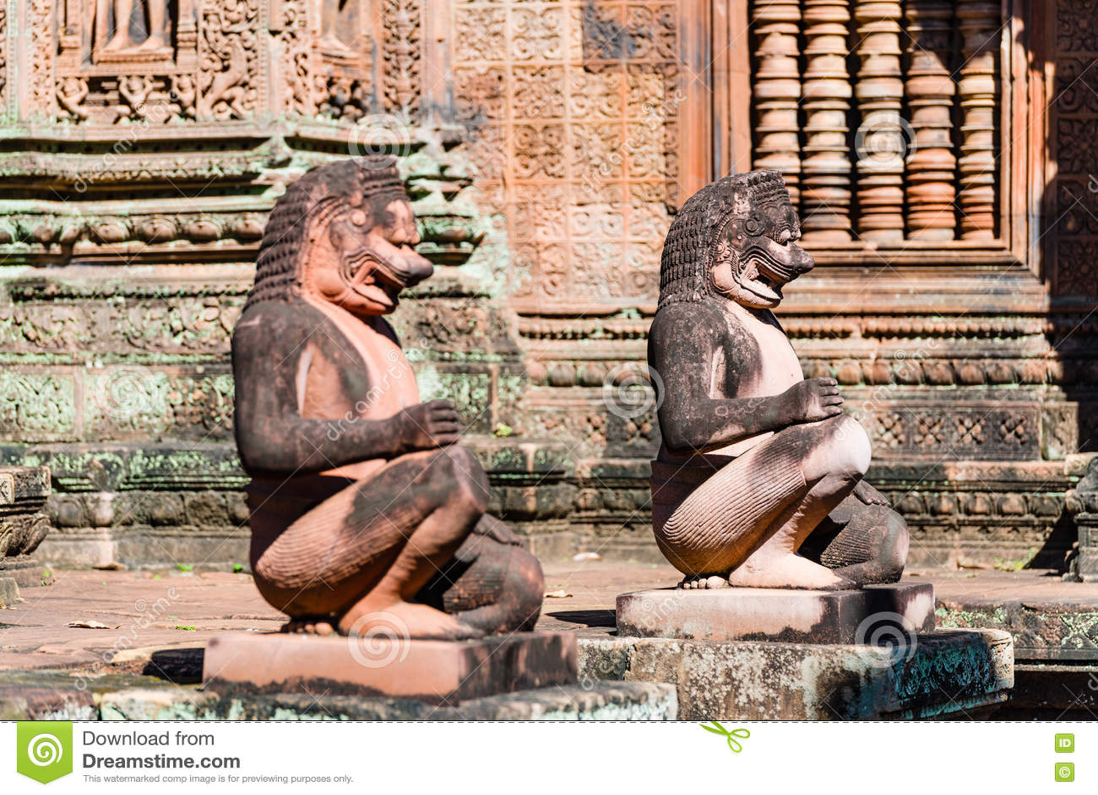 De Standbeelden van Boedha van Banteay Srei