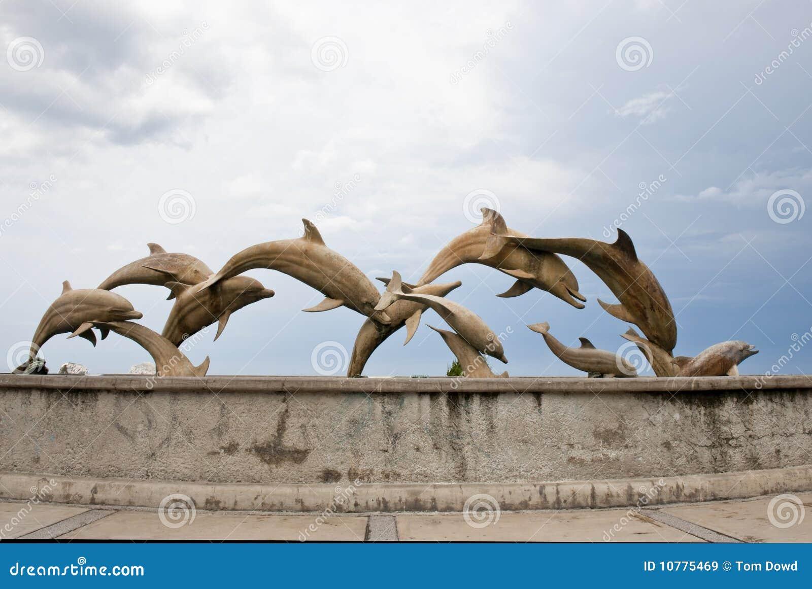 De standbeelden van de dolfijn