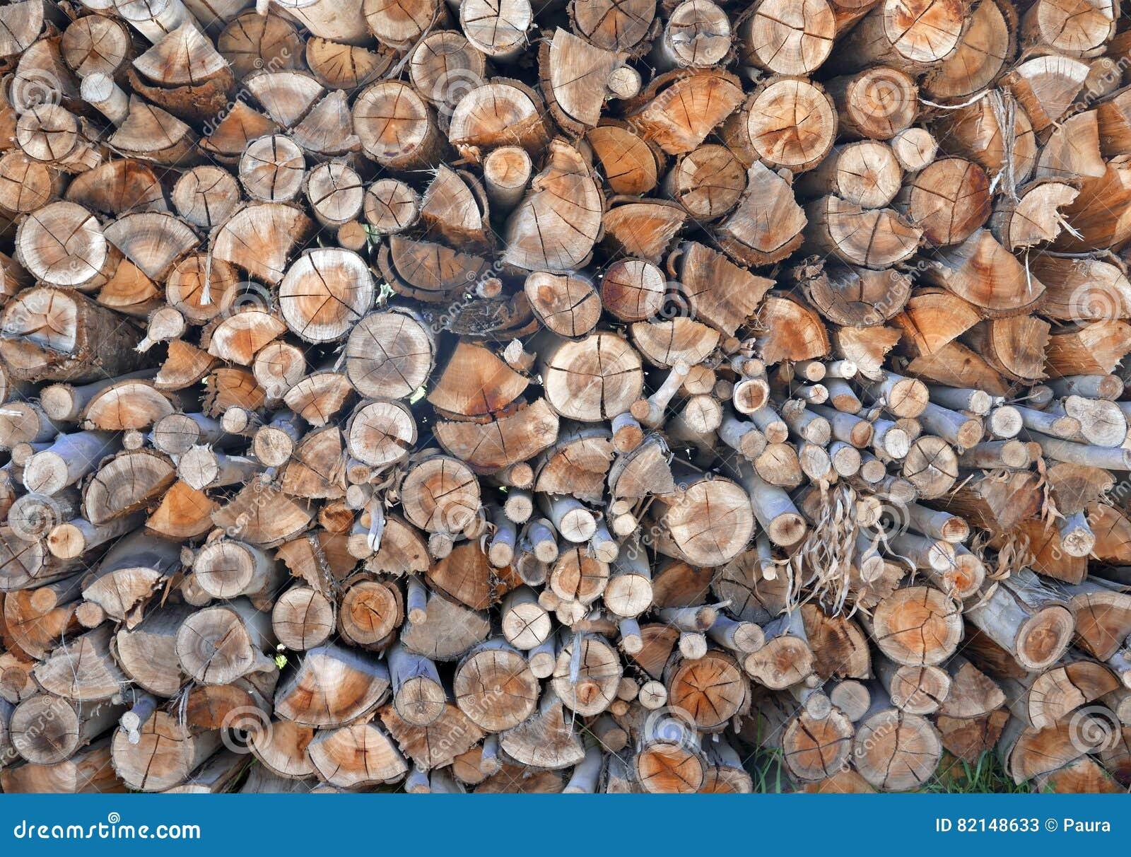 De stapel van cutted brandhout