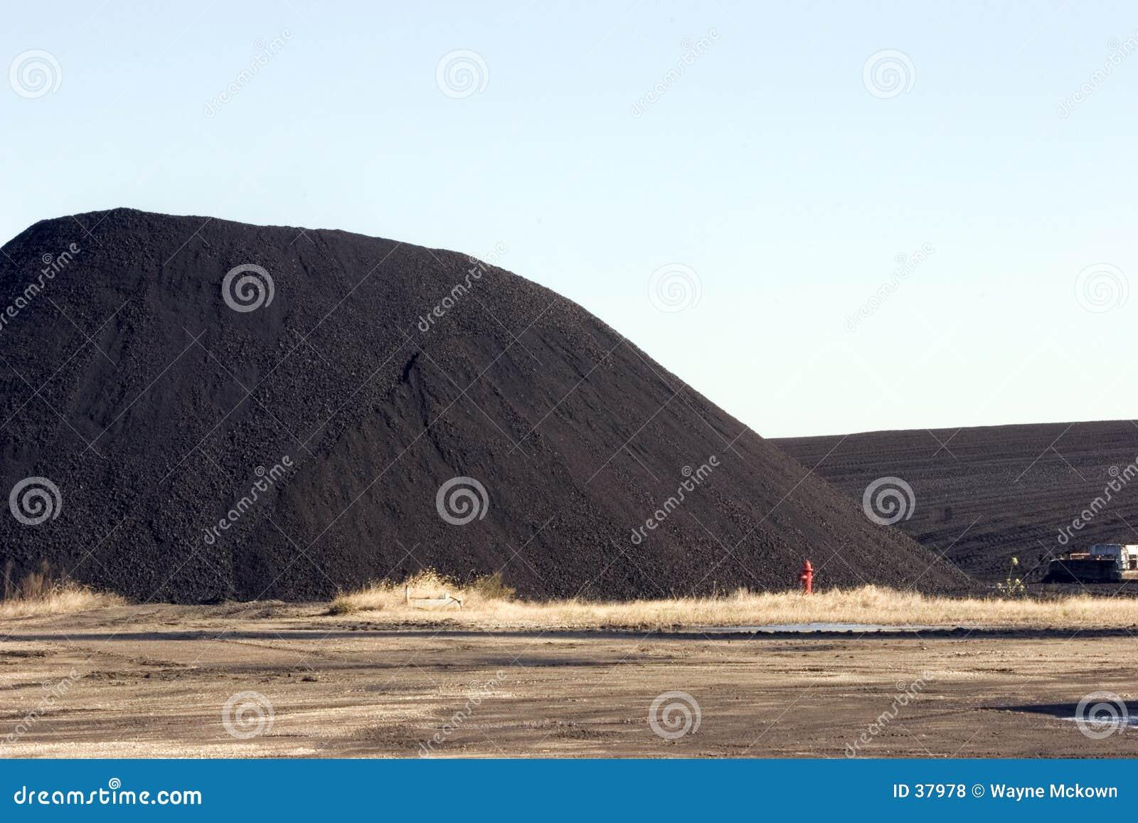 De stapel van de steenkool voor krachtcentrale