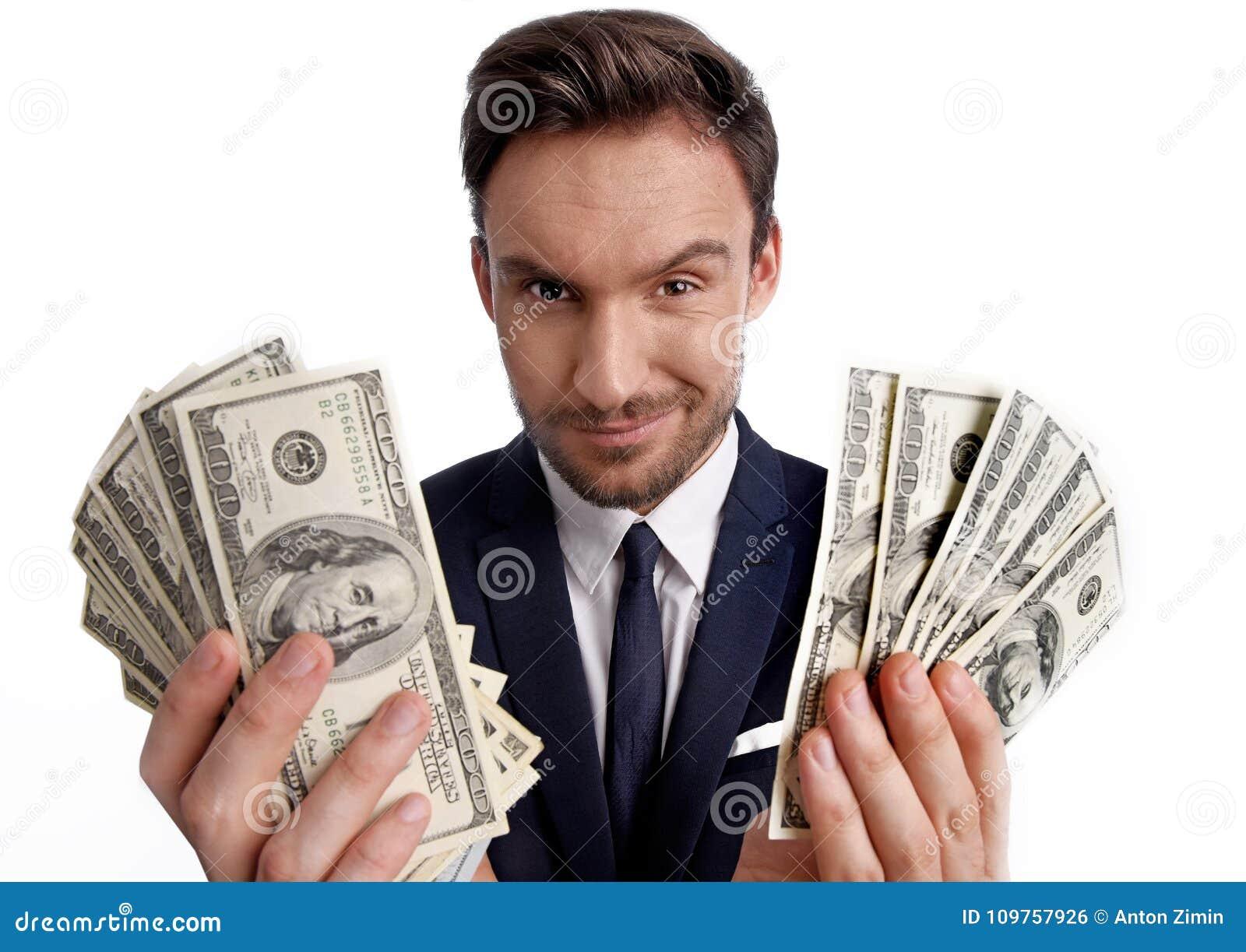 De stapel van de zakenmanholding van dollargeld in zijn handen