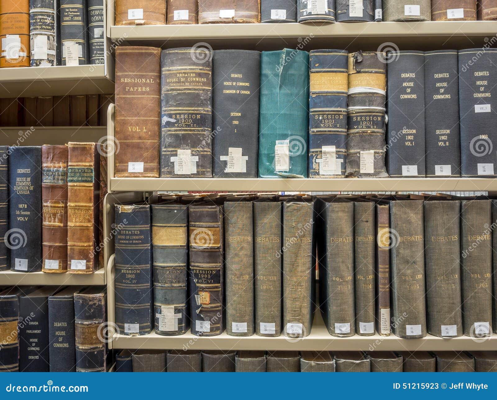 De stapels van de wetsbibliotheek