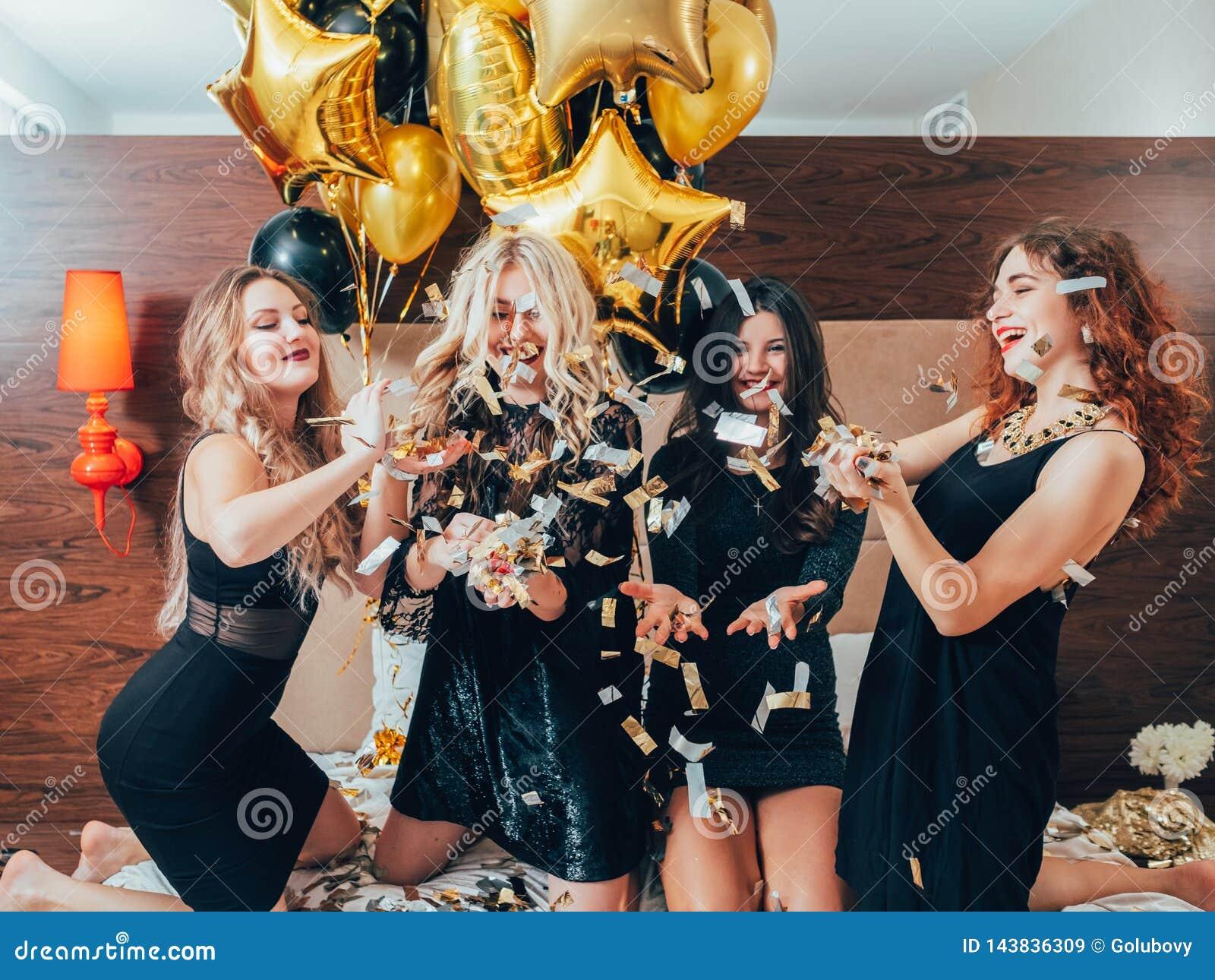 De stedelijke viering van de de luxelevensstijl van de vrouwenglamour