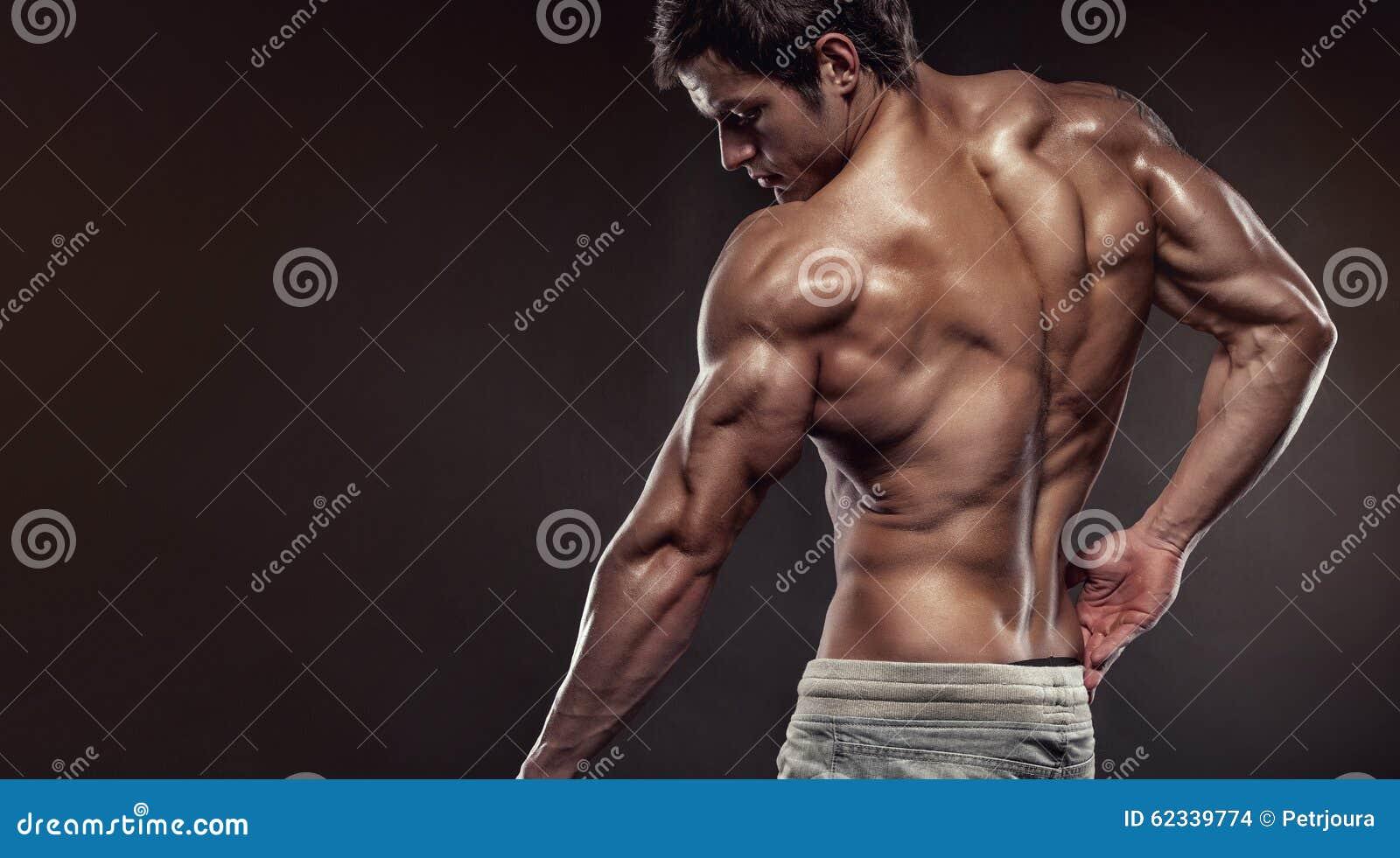De sterke Atletische Model stellende achterspieren van de Mensengeschiktheid met trice