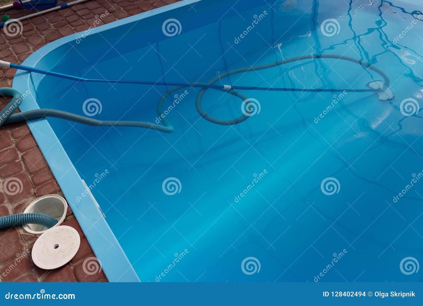 De stofzuiger voor de pool, maakt en geeft voor de bodem van de pool schoon verzamel, absorbeer huisvuil en vuil neemt automatisc