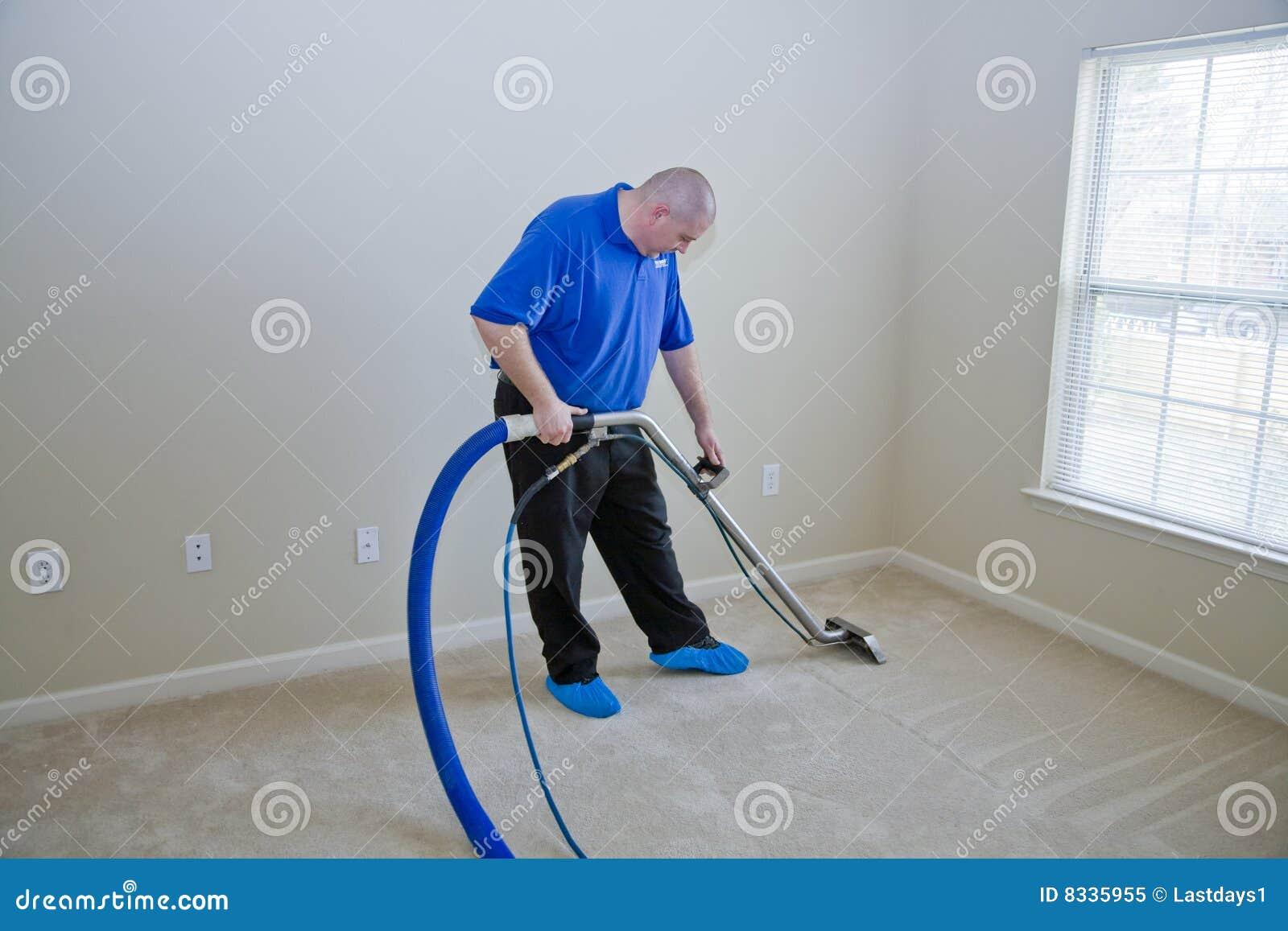 De stoom van het tapijt het schoonmaken