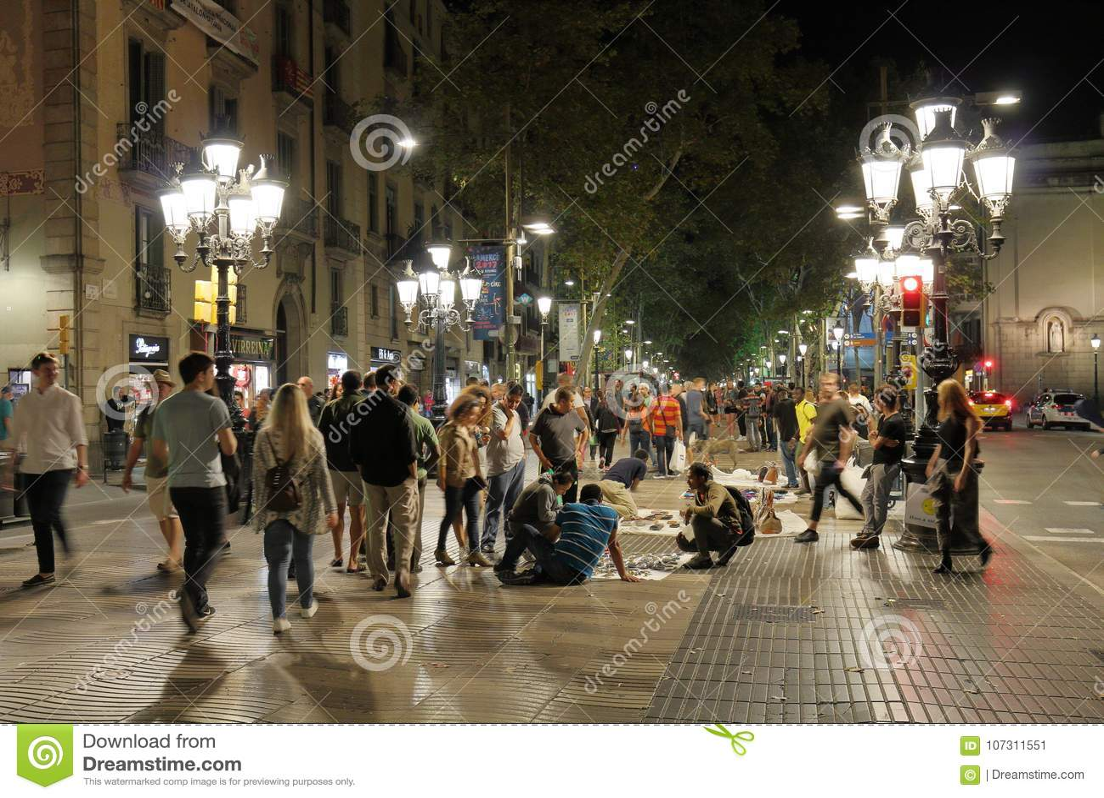 De Straat van La Rambla  s nachts, Barcelona, Catalonië, Spanje
