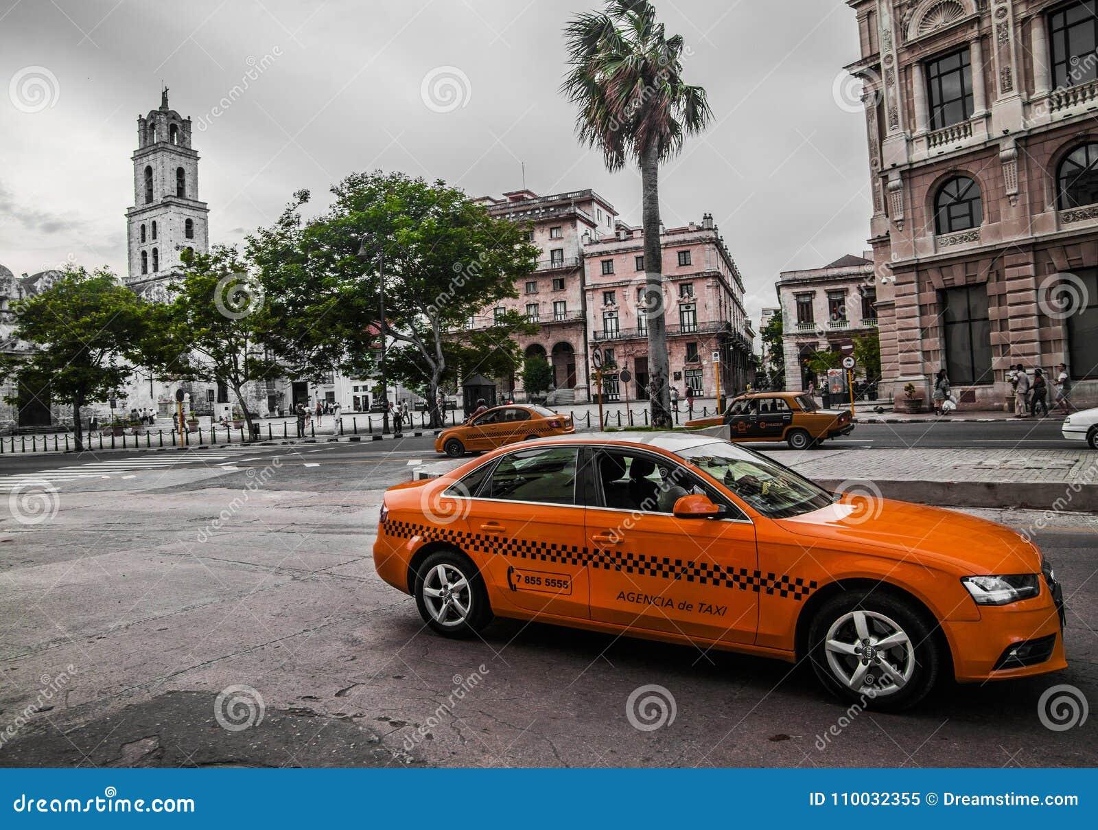 De Straatverkeer van Cuba Havana Old City Audi Cars Florida