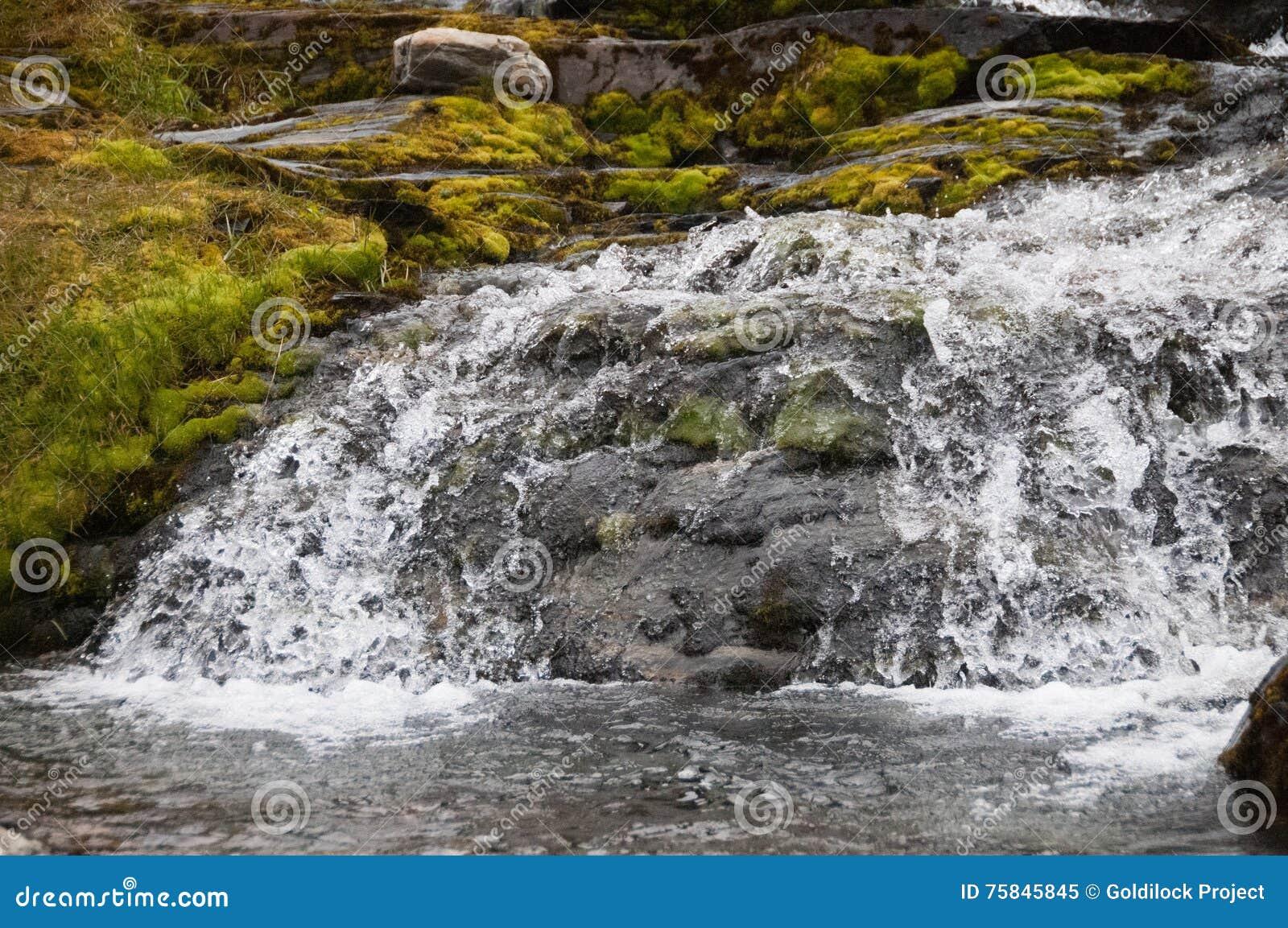 De stroom van de koud waterberg
