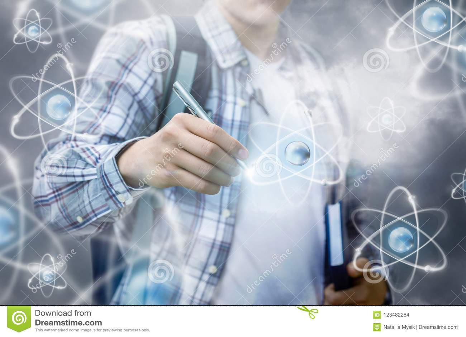 De student trekt de atomen