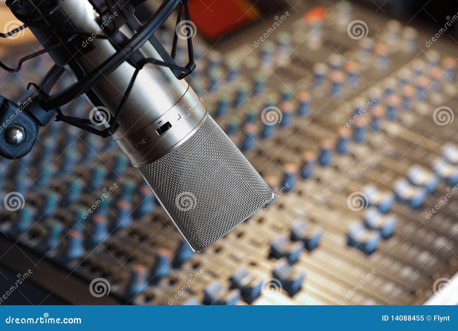 De studiomicrofoon van de opname