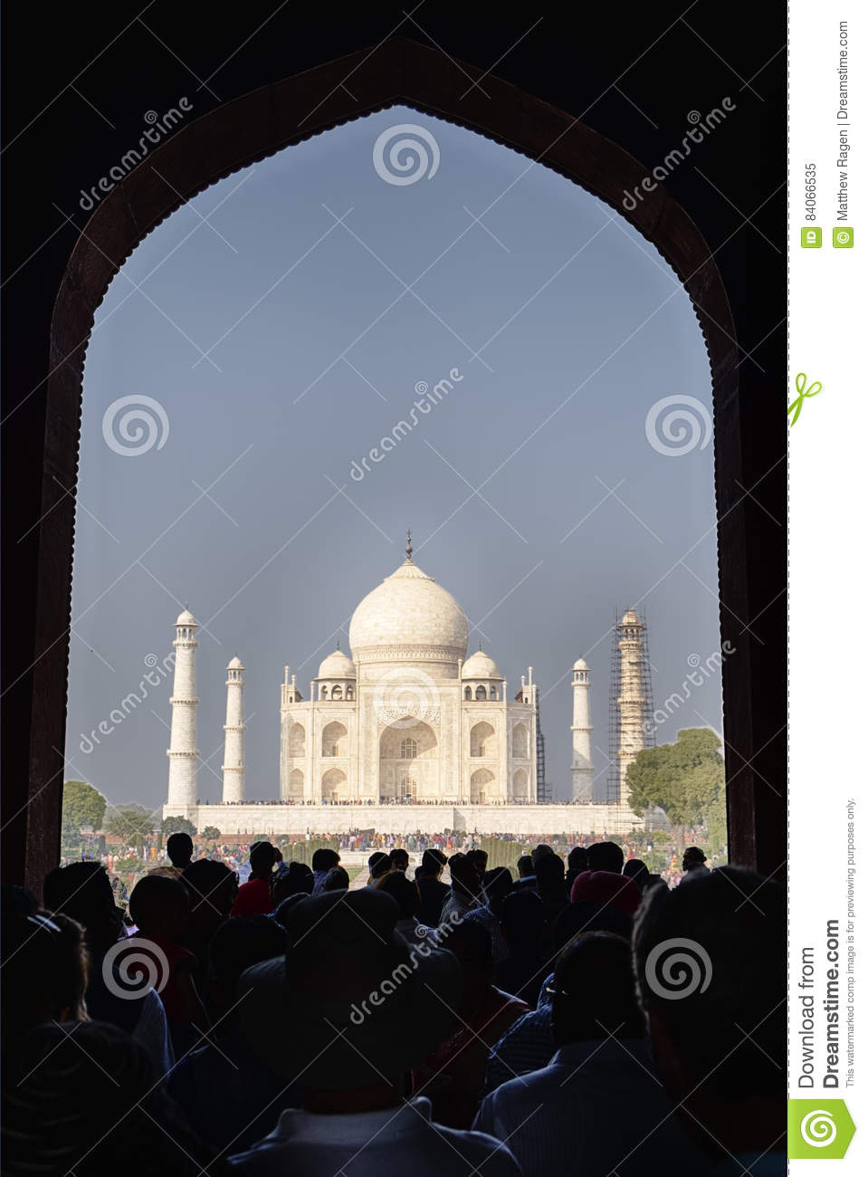 De Taj Mahal From The Great-Poort