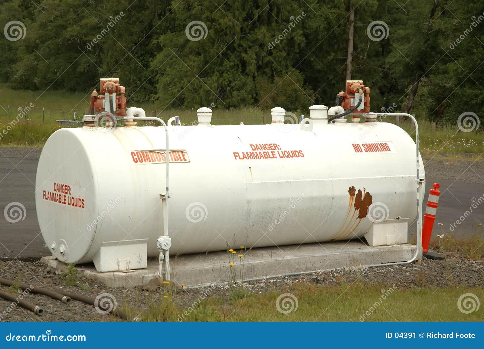 De tank van de brandstof