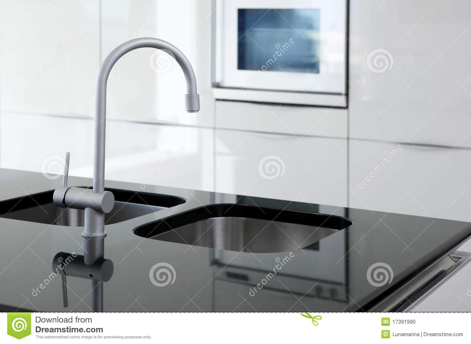De tapkraan van de keuken en oven moderne zwart wit stock foto ...