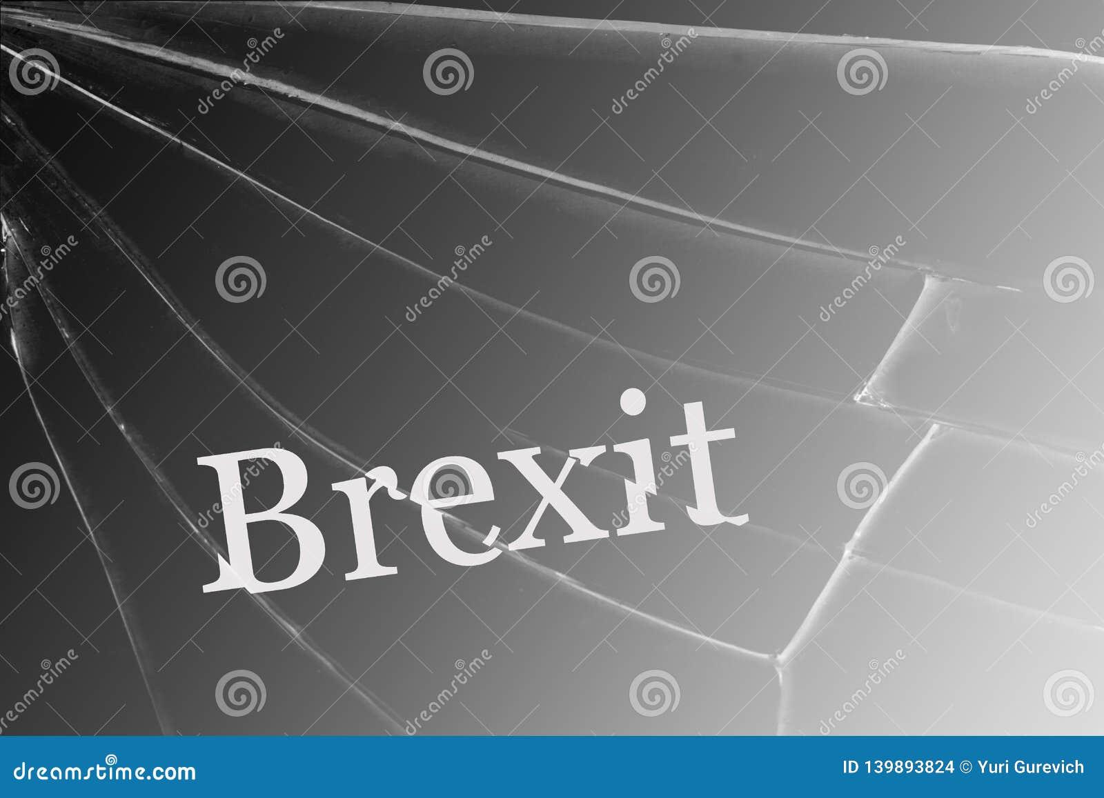 De tekst Brexit op het gebroken glas Het concept een Britse uitgang van de Europese Unie