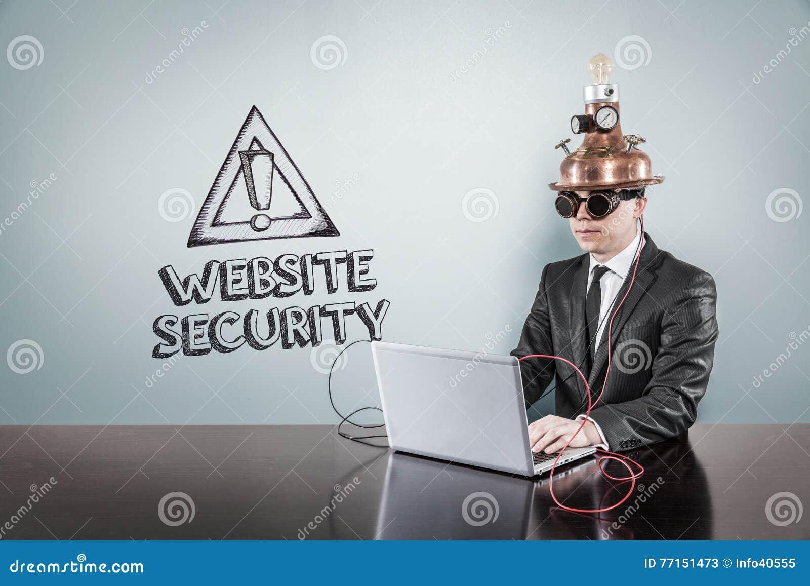De tekst van de websiteveiligheid met uitstekende zakenman die laptop met behulp van