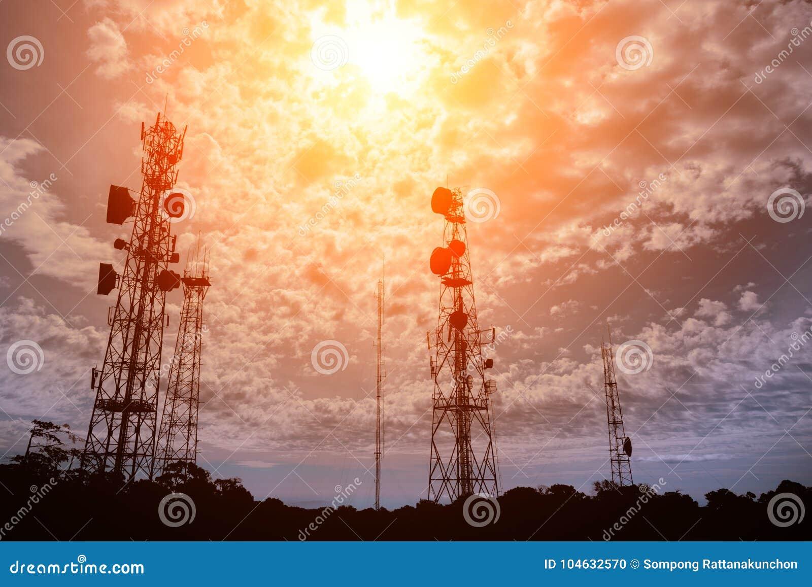 Download De Televisieantennes Van De Telecommunicatiemast Stock Foto - Afbeelding bestaande uit internet, telefoon: 104632570