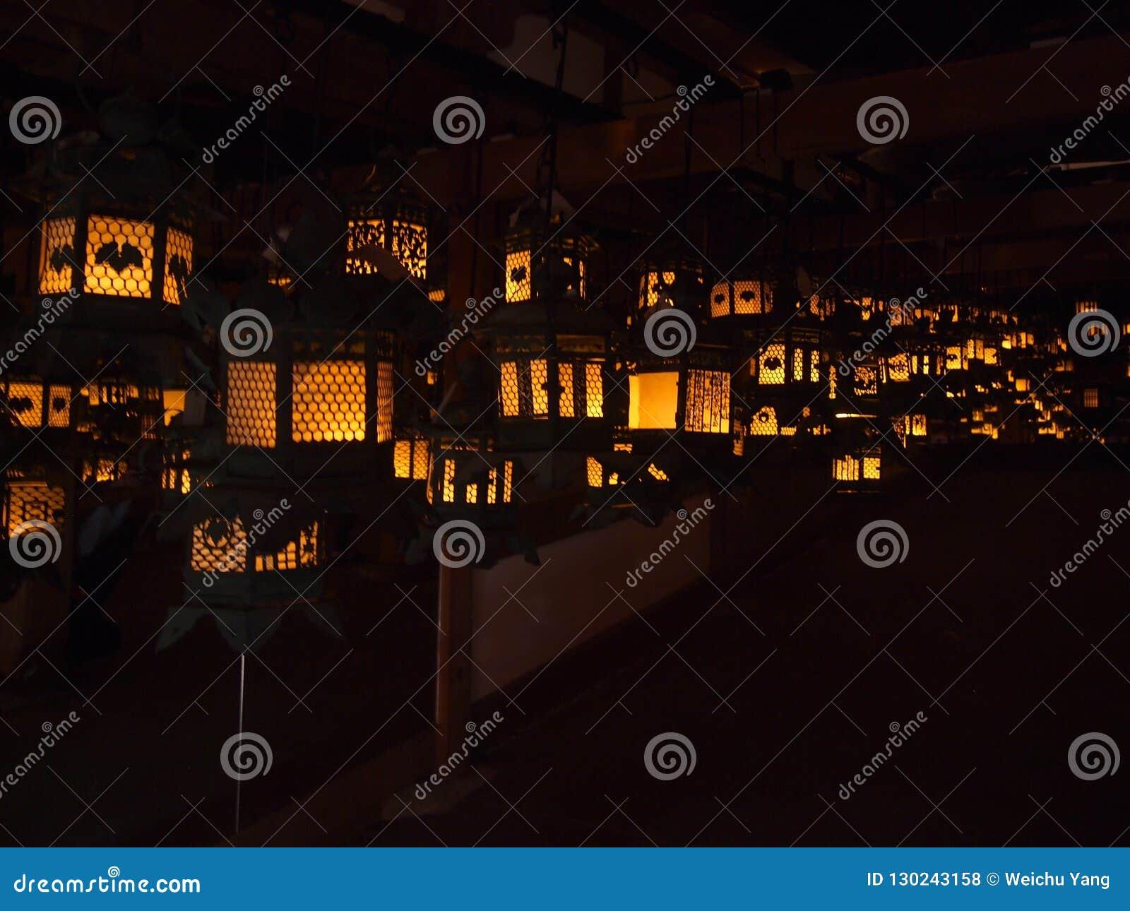 De tempel traditionele lantaarns van Japan