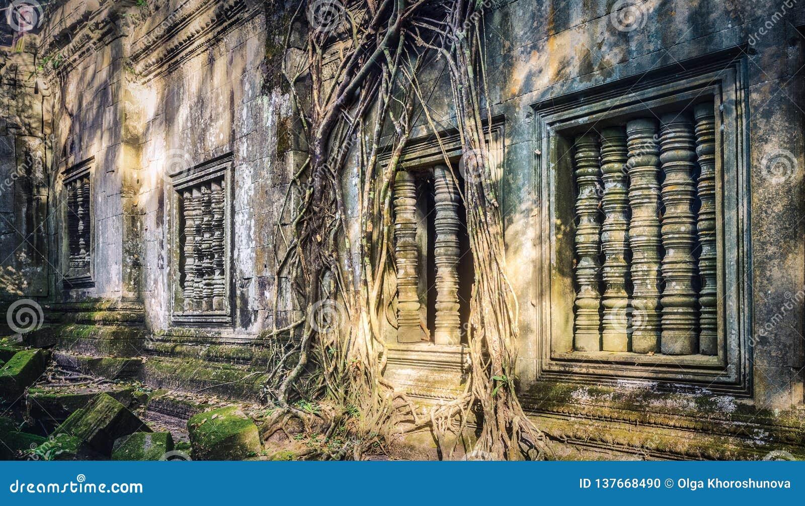 De tempel van Beng Mealea of van Stopmealea Siem oogst Angkor kambodja Panorama