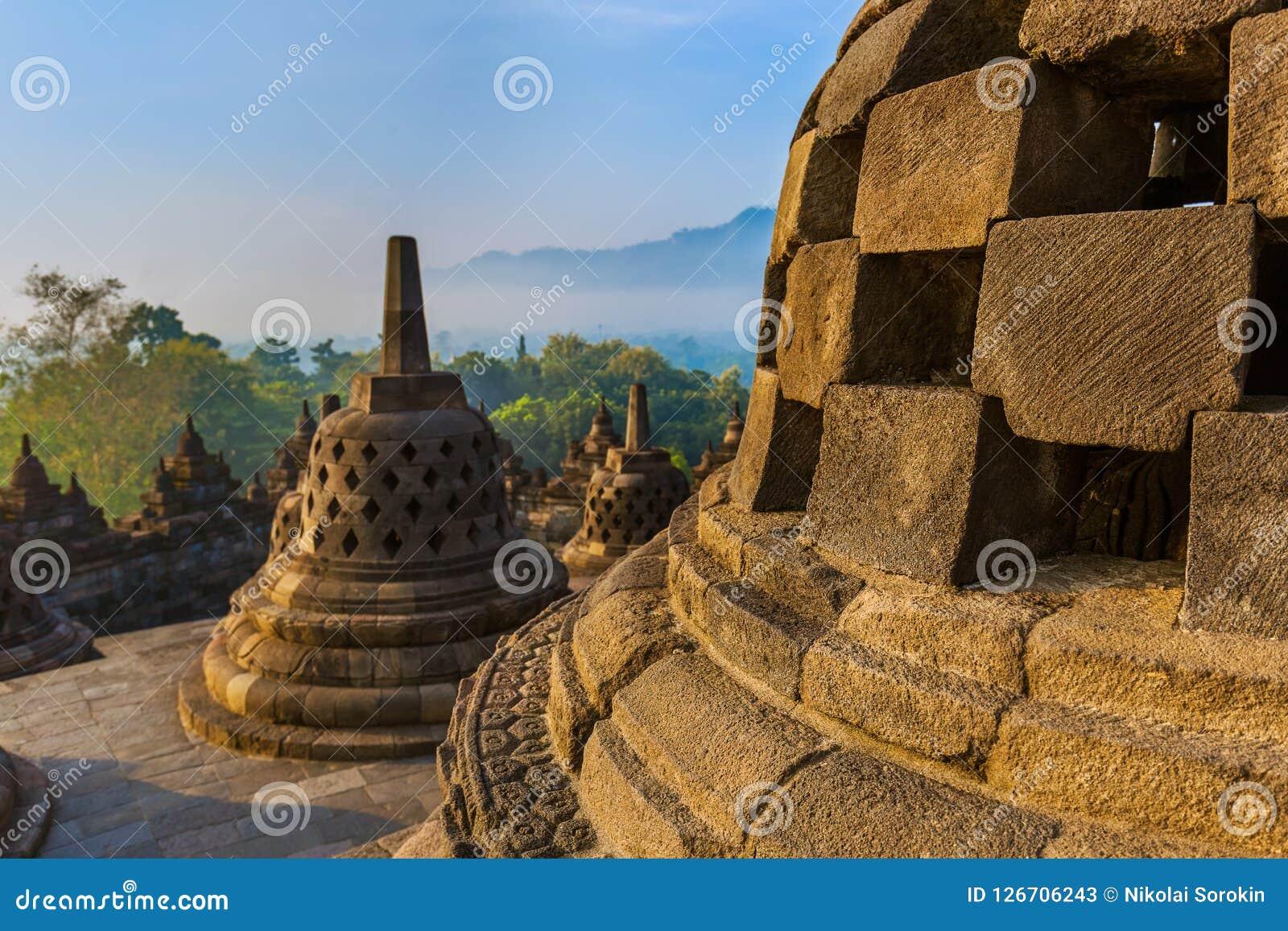 De Tempel van Borobudurbuddist - eiland Java Indonesia