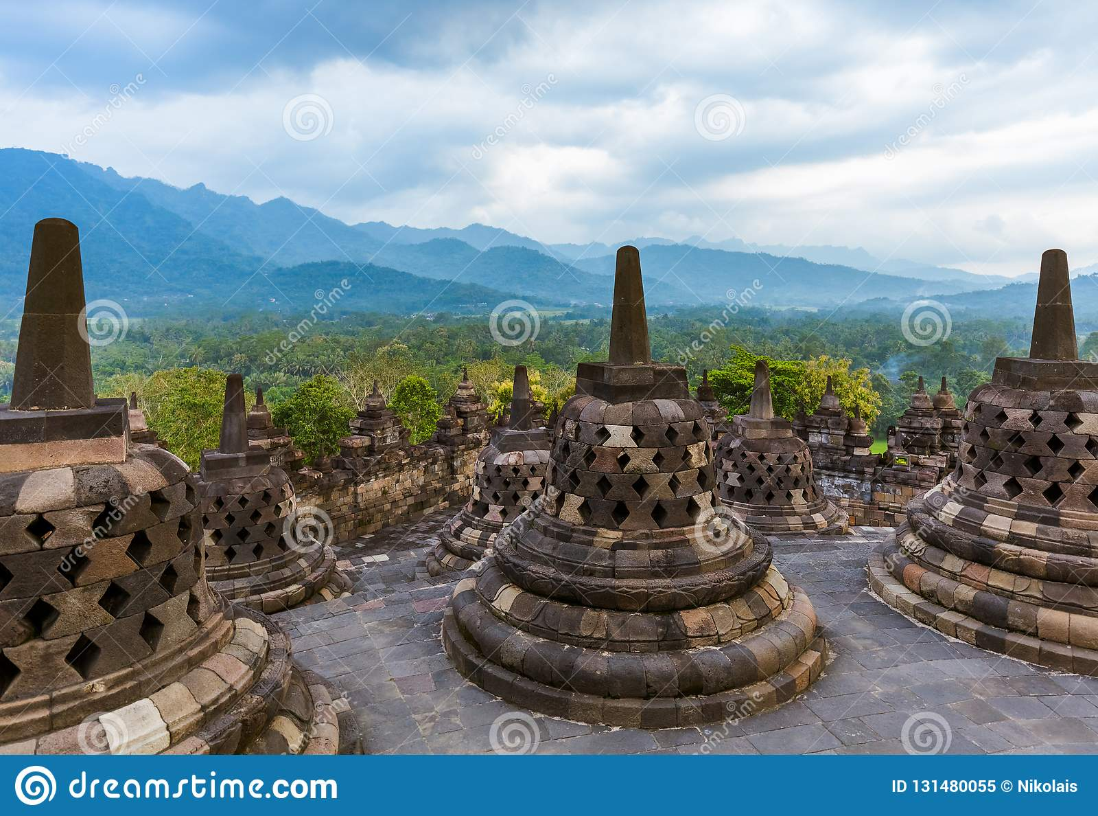 De Tempel van Borobudurbuddist in eiland Java Indonesia