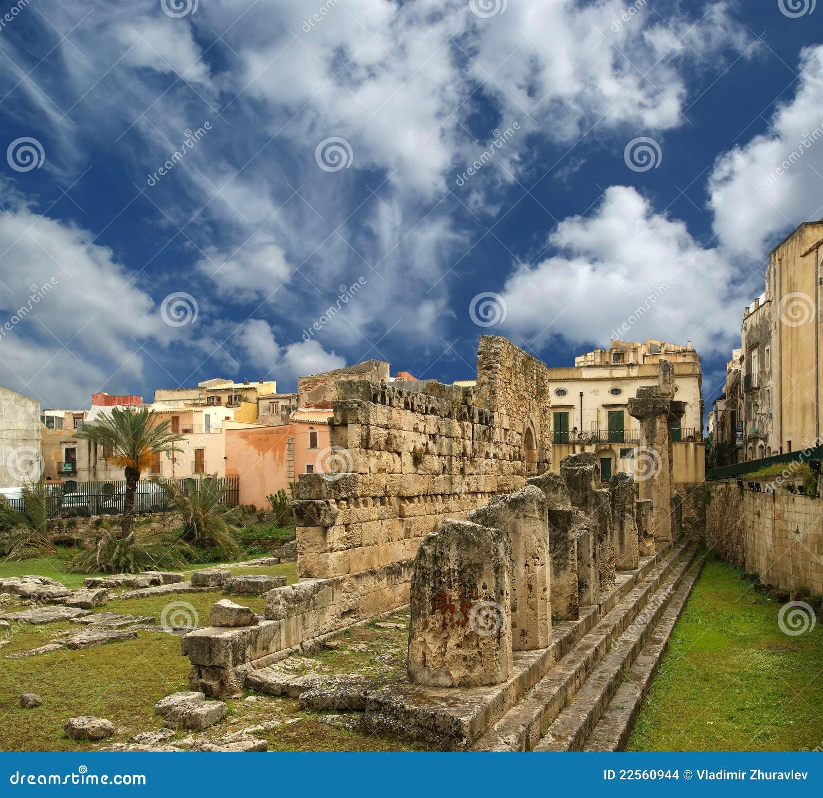 De tempel van oude griekse apollo syracuse stock afbeeldingen afbeelding 22560944 - Oude griekse decoratie ...
