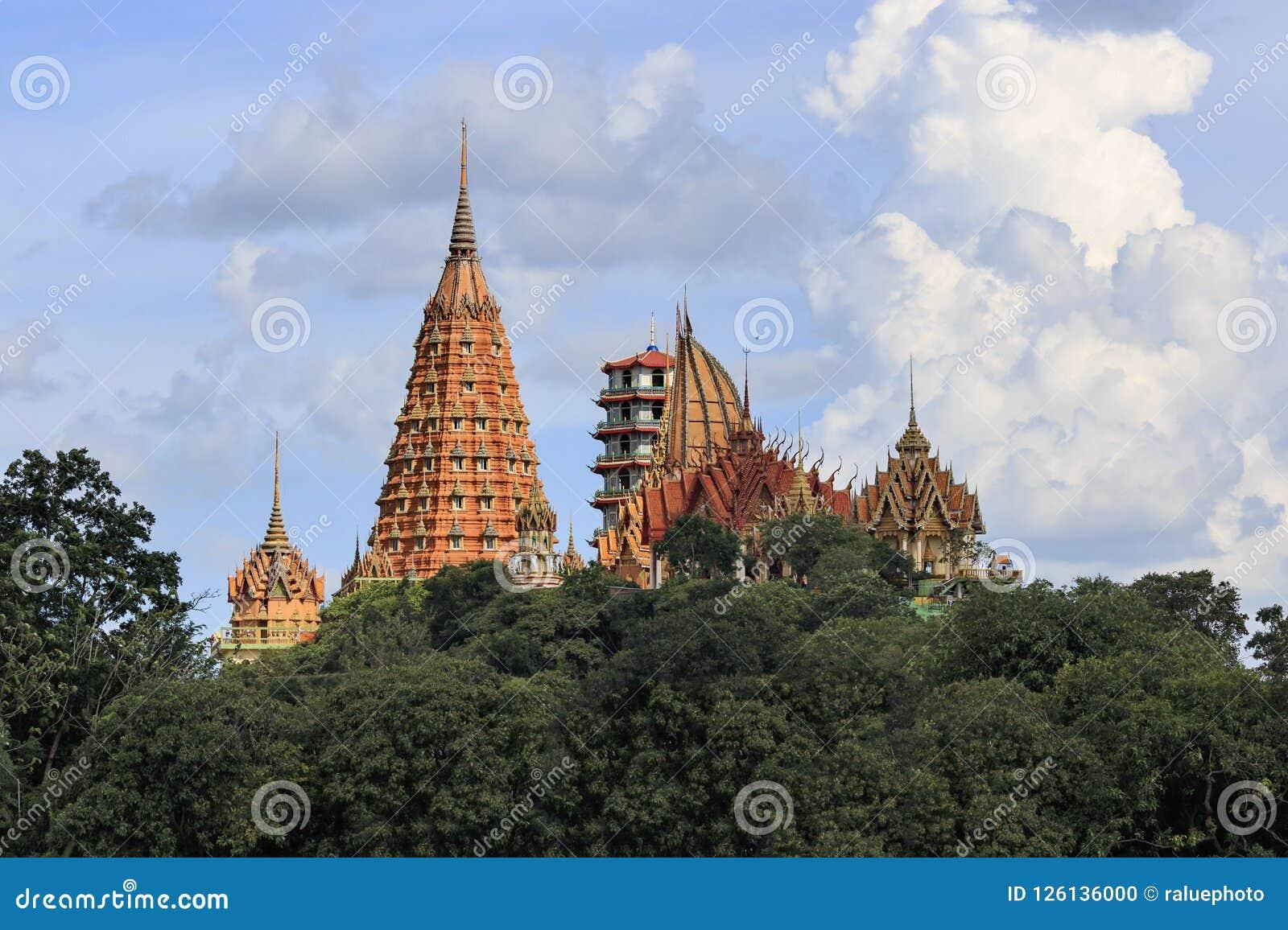 De tempel wordt gevestigd op de berg, Kanchanaburi Tiger Temple