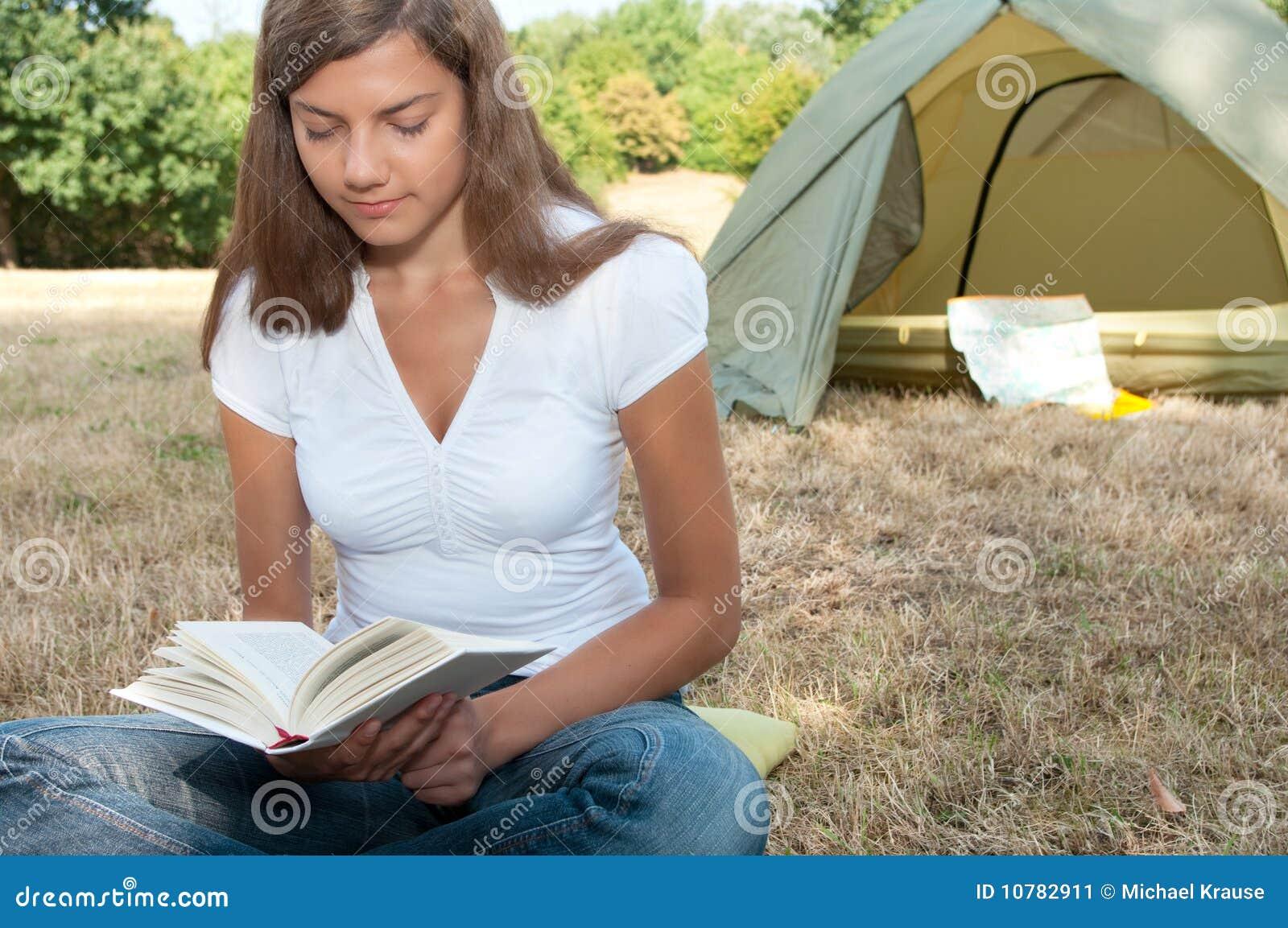 De tent van de vrouw het kamperen boek