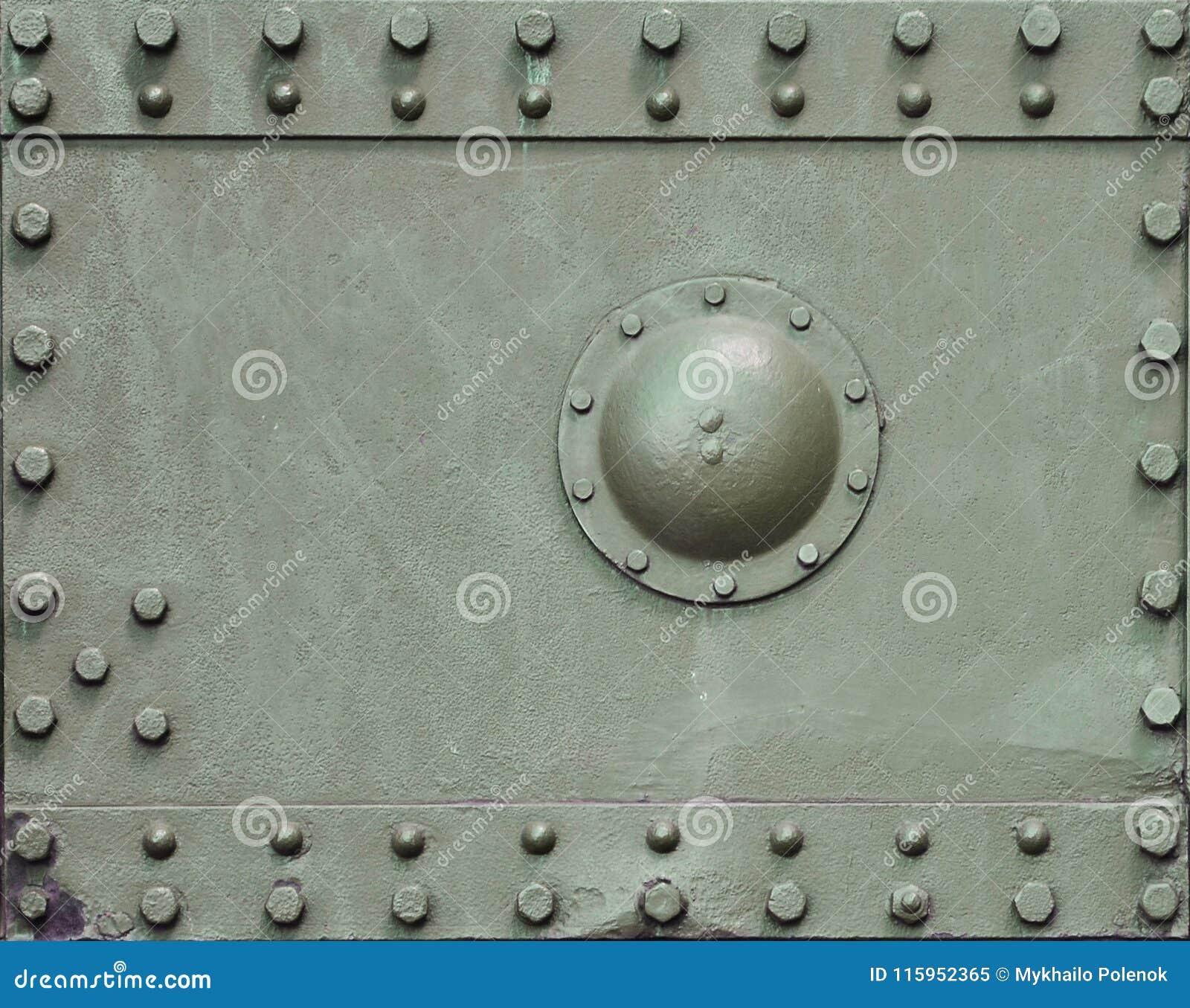 De textuur van de muur van de tank, van metaal wordt en met een massa bouten en klinknagels wordt versterkt gemaakt die die Beeld