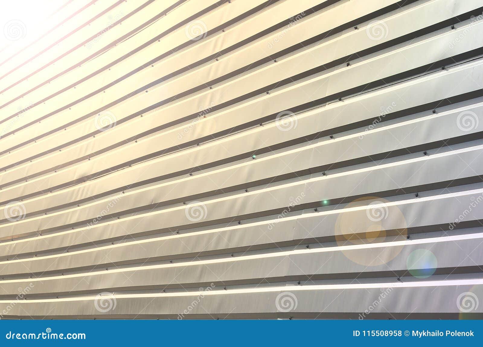 De textuur van de muur wordt gemaakt van metaaldeklaag van reusachtige aluminu