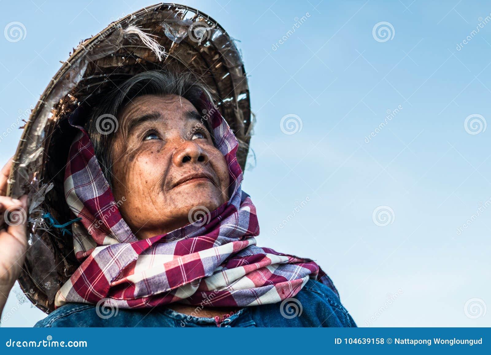 Download De Thaise Levensstijl Van Omalandbouwers Stock Foto - Afbeelding bestaande uit exemplaar, cornfield: 104639158