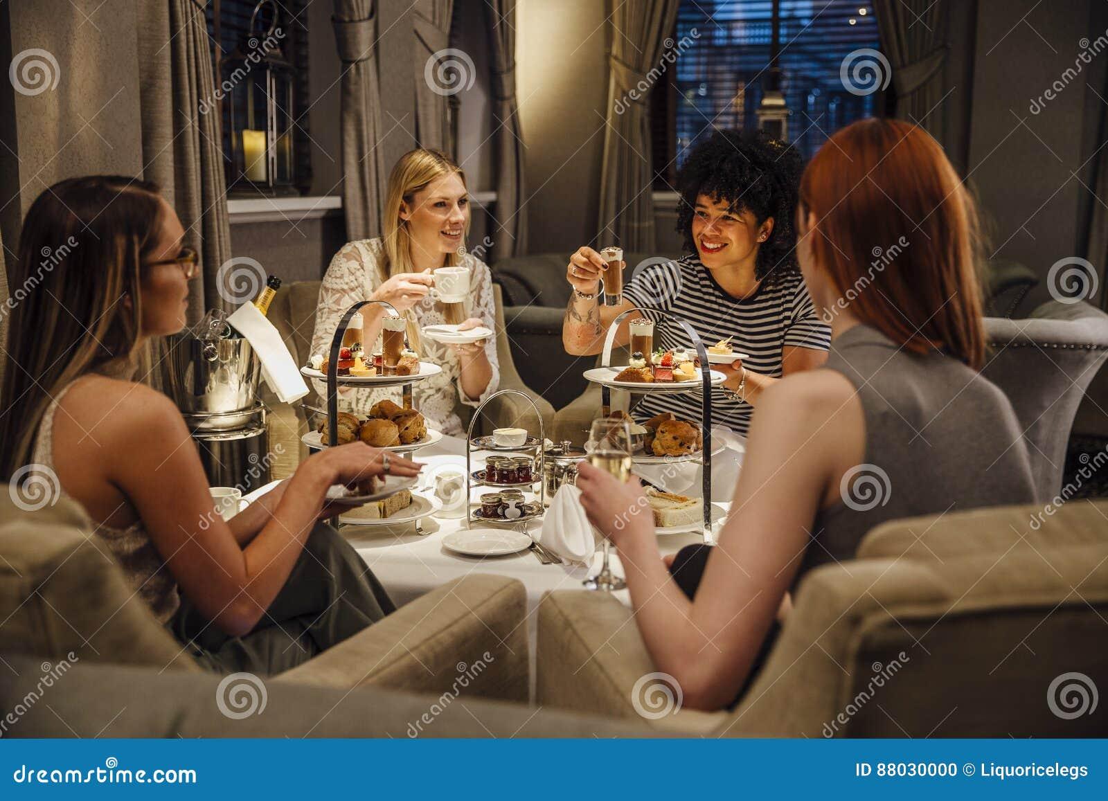 De Thee van de vrouwen` s Middag