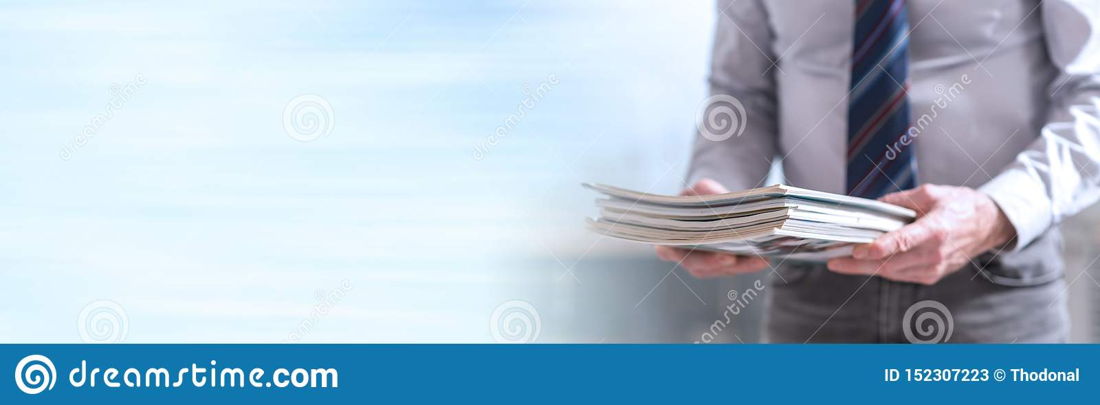 De tijdschriften van de mensenholding Panoramische banner