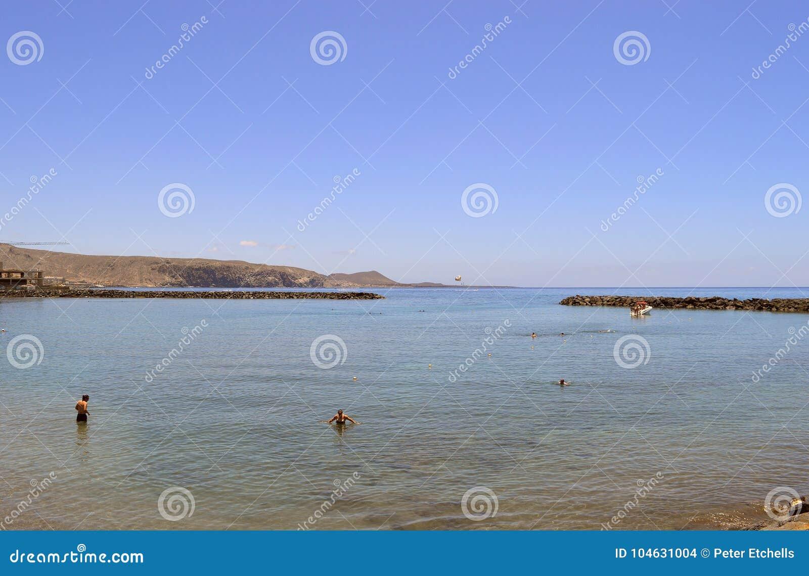 Download De Toeristen Van Het Playade Las Amerika Strand In Het Overzees Redactionele Stock Afbeelding - Afbeelding bestaande uit reis, bathing: 104631004