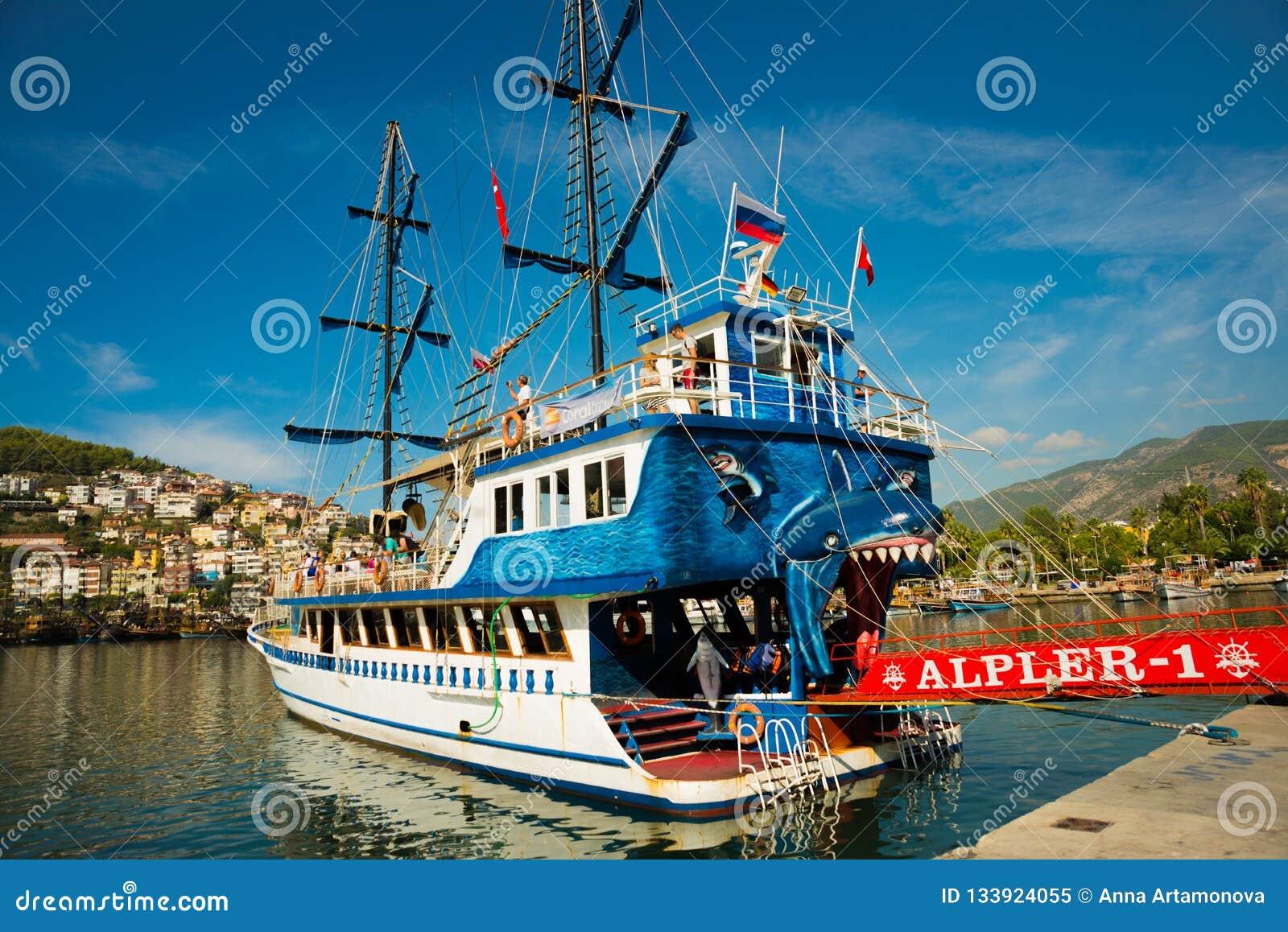In de Toeristenhaven van Alanya, de piraatstijl van de excursieboot Alanya, Antalya-district, Turkije, Azië