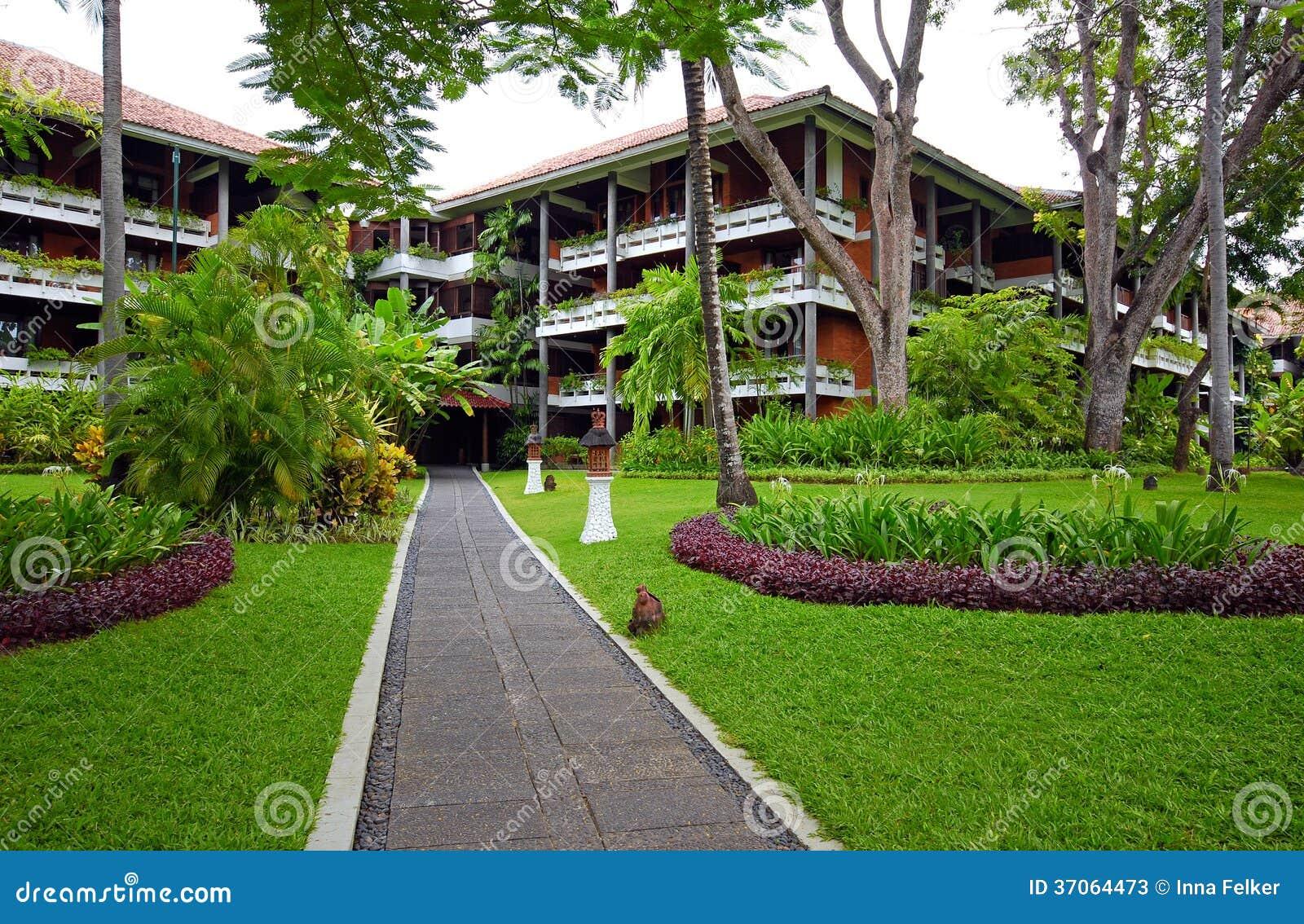 De toevlucht van het luxehotel met tropische tuin in Bali, Indonesië