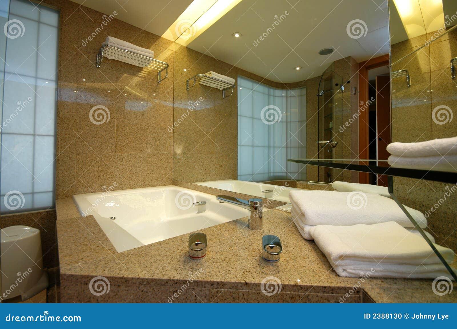 De ton van het bad stock foto afbeelding 2388130 for Foto in het bad