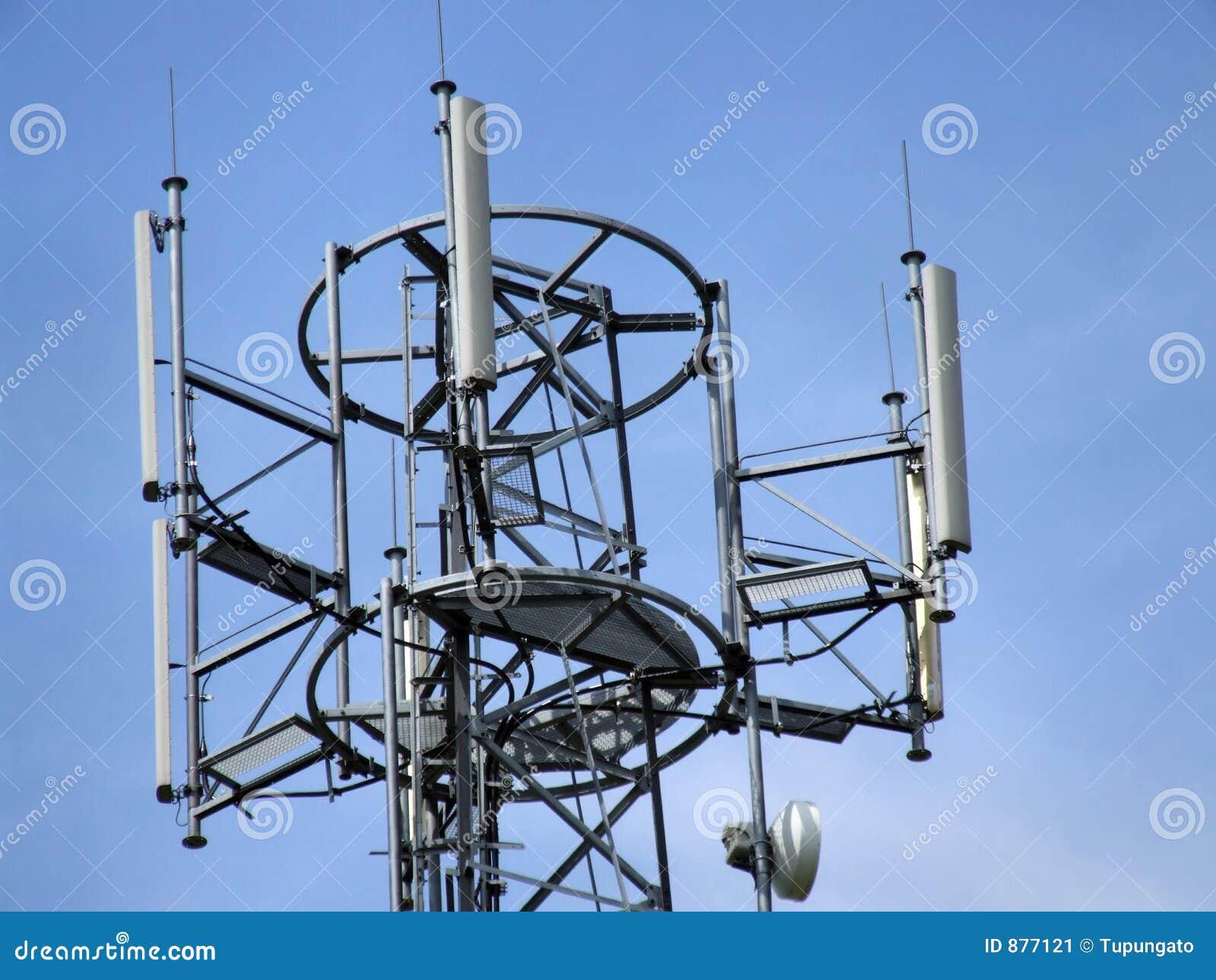 De toren hoogste antennes van de cel
