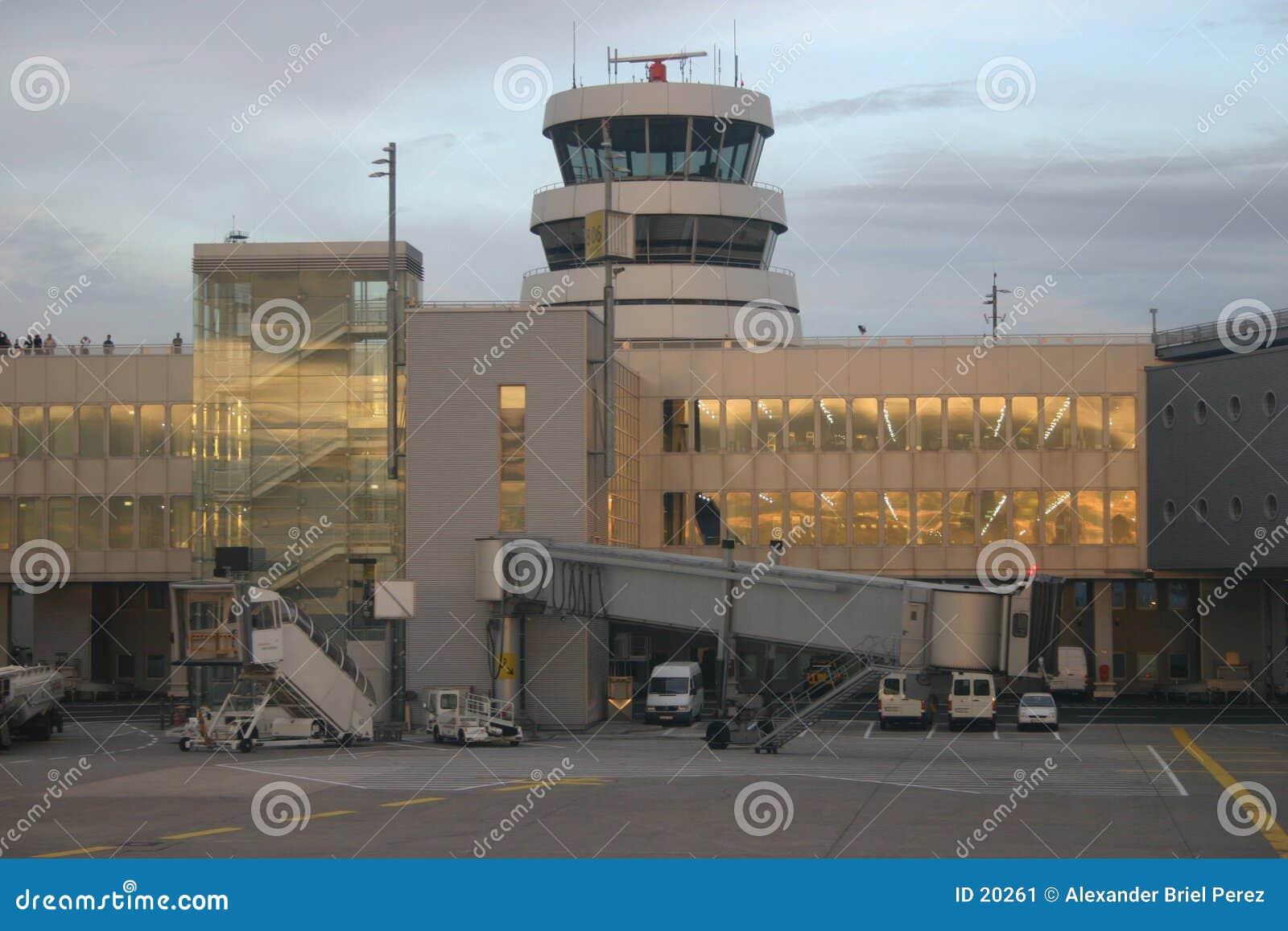 De toren van de luchthaven