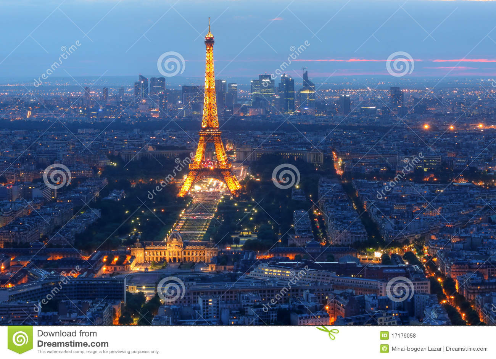 De Toren van Eiffel bij nacht, Parijs, Frankrijk