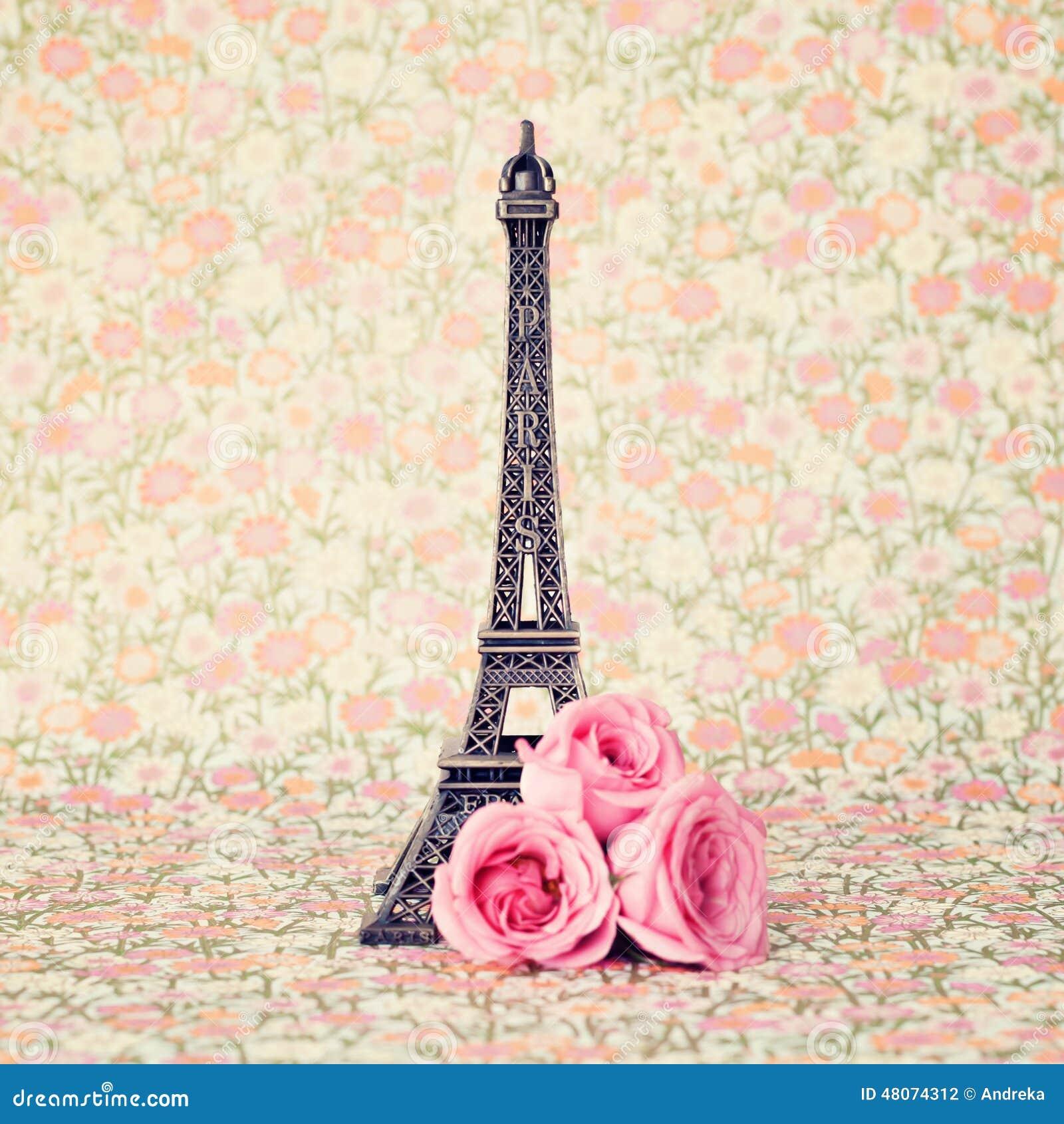 de toren van eiffel met rozen 48074312 - Oud Behang
