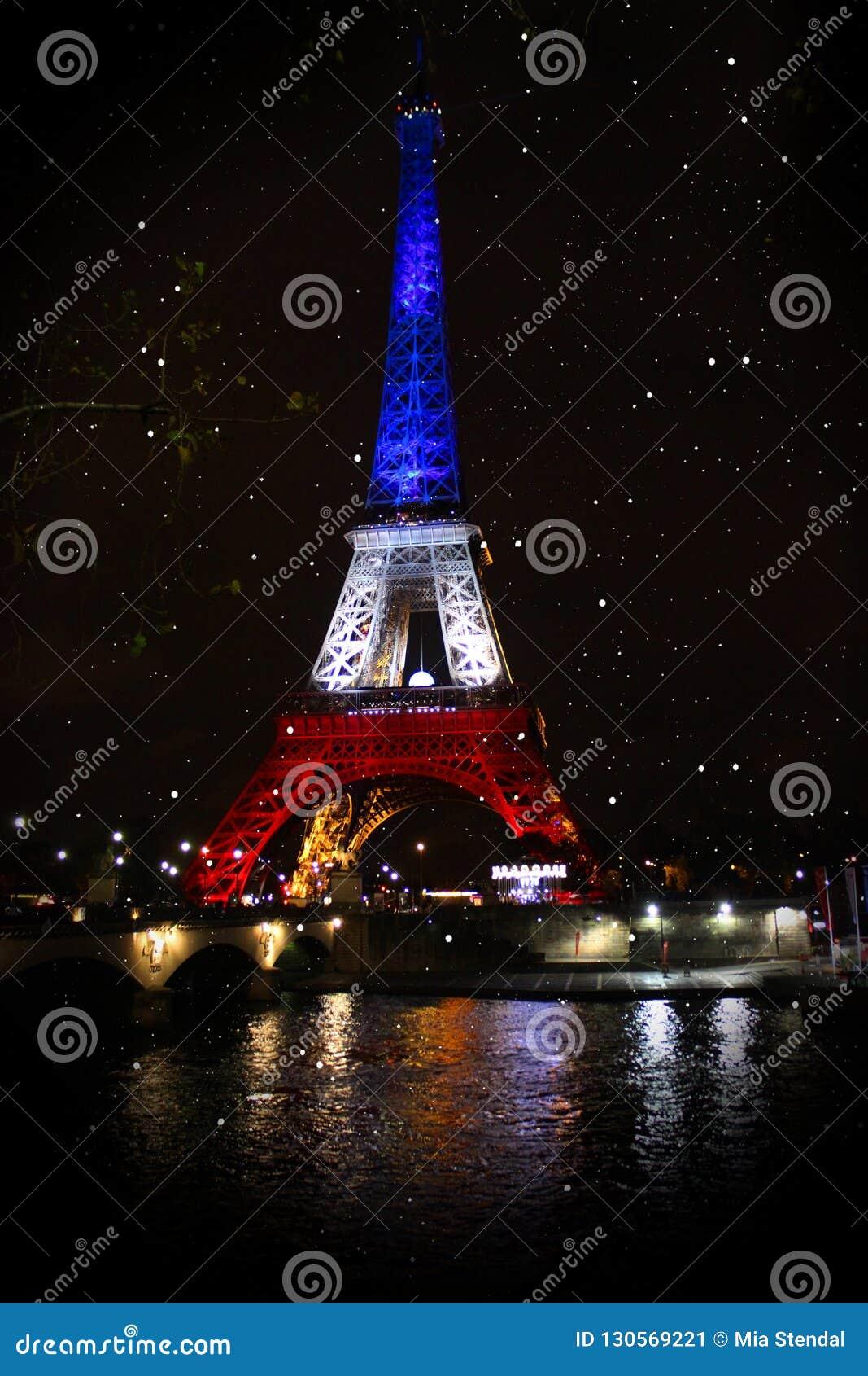 De toren van Eiffel Neonlichten van de nachtstad parijs