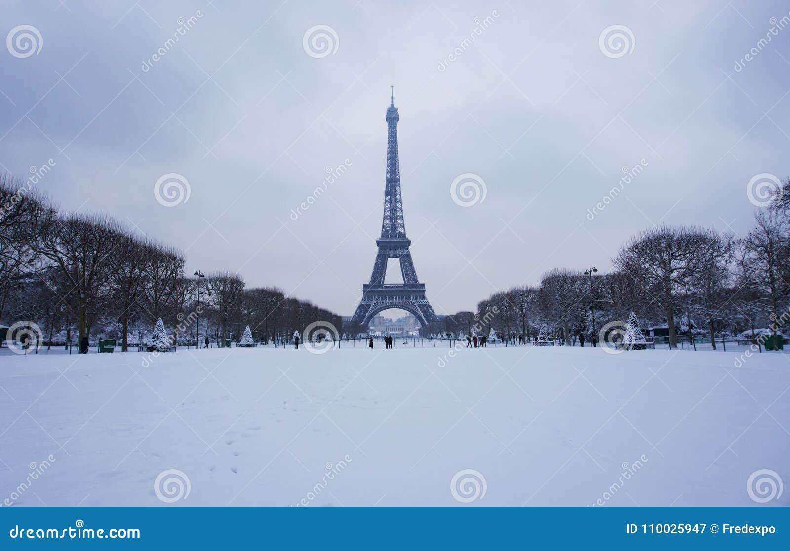 2018 de Toren van Eiffel onder sneeuw