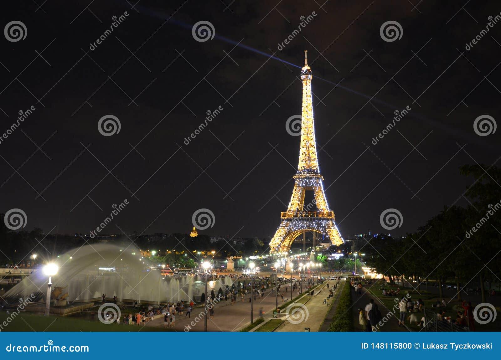 De Toren van Eiffel in Parijs - nachtmening