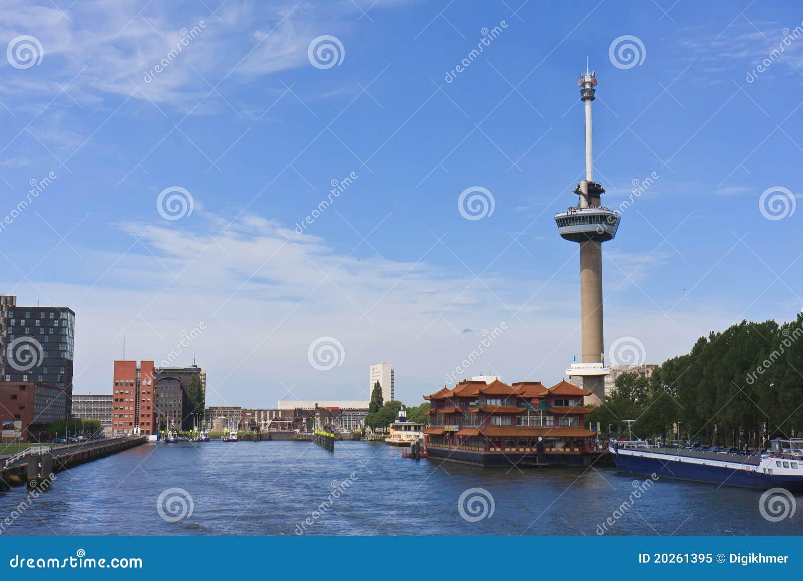 De Toren Van Euromast In De Stad Van Rotterdam Redactionele Afbeelding ...