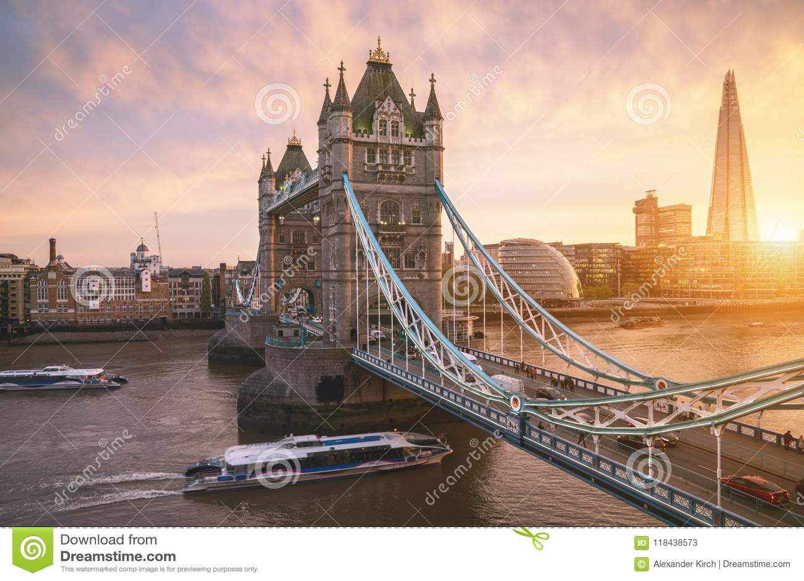 De de Torenbrug van Londen bij zonsopgang