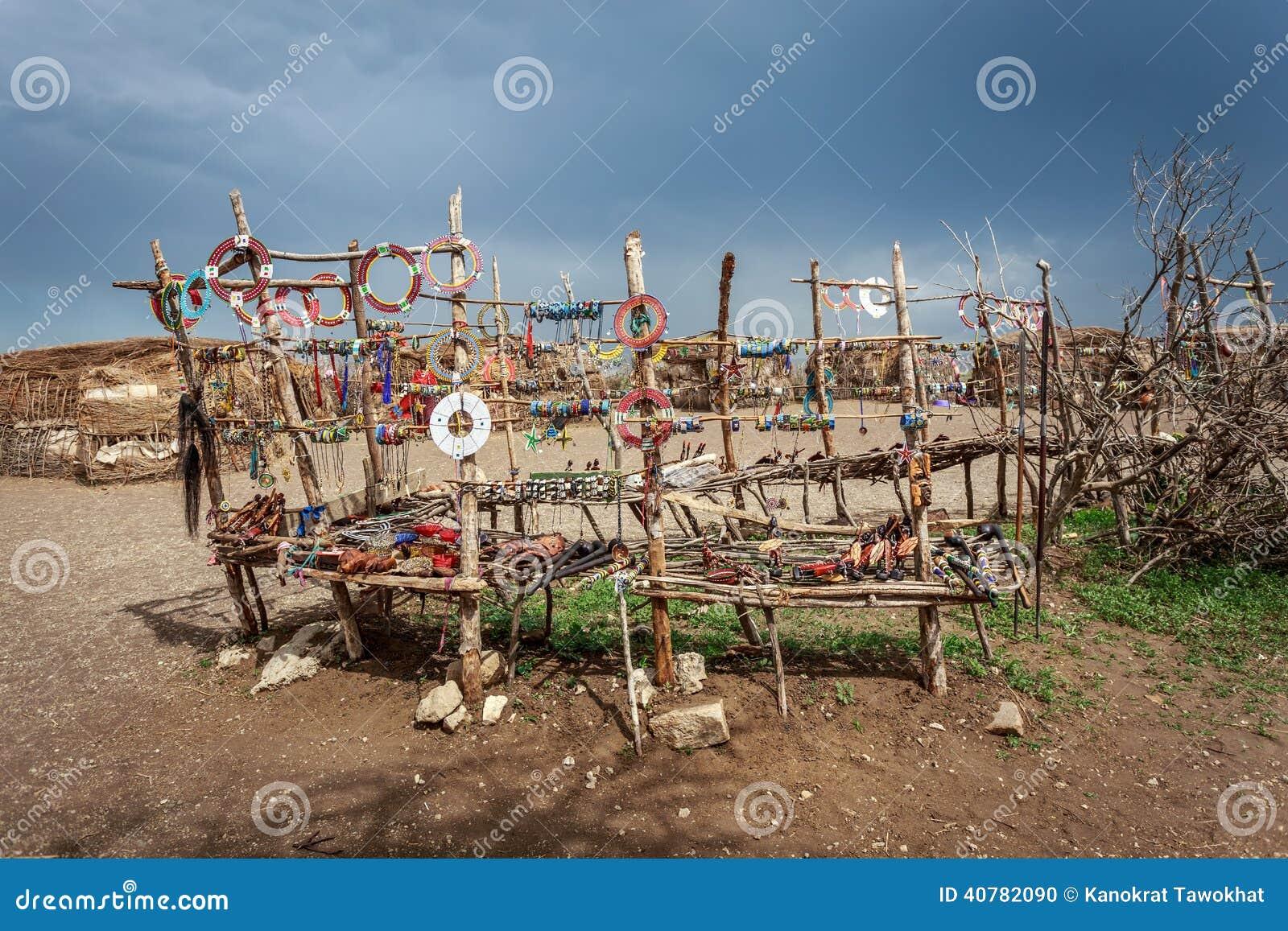 De traditionele met de hand gemaakte toebehoren maakten van Masai, aanbiedings goede prijs voor toerist die Masai bezoeken