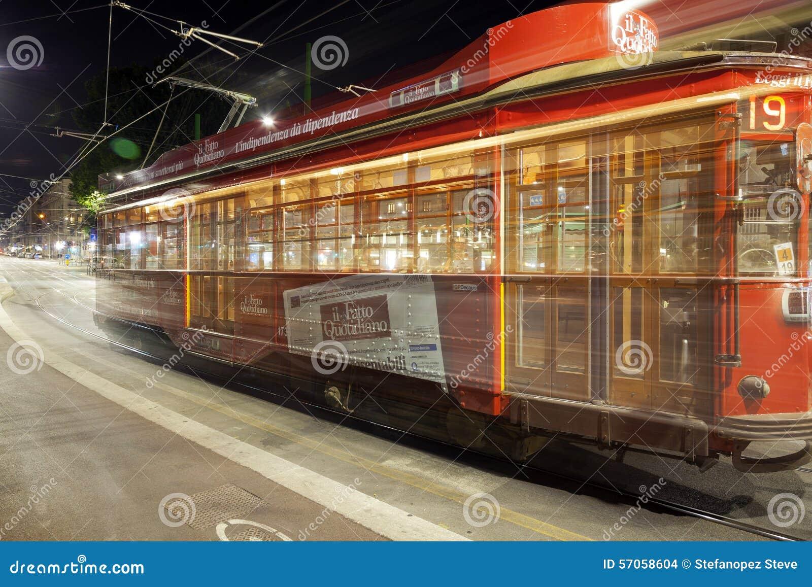De Tram van de stad van Milaan, de zomernacht Het beeld van de kleur